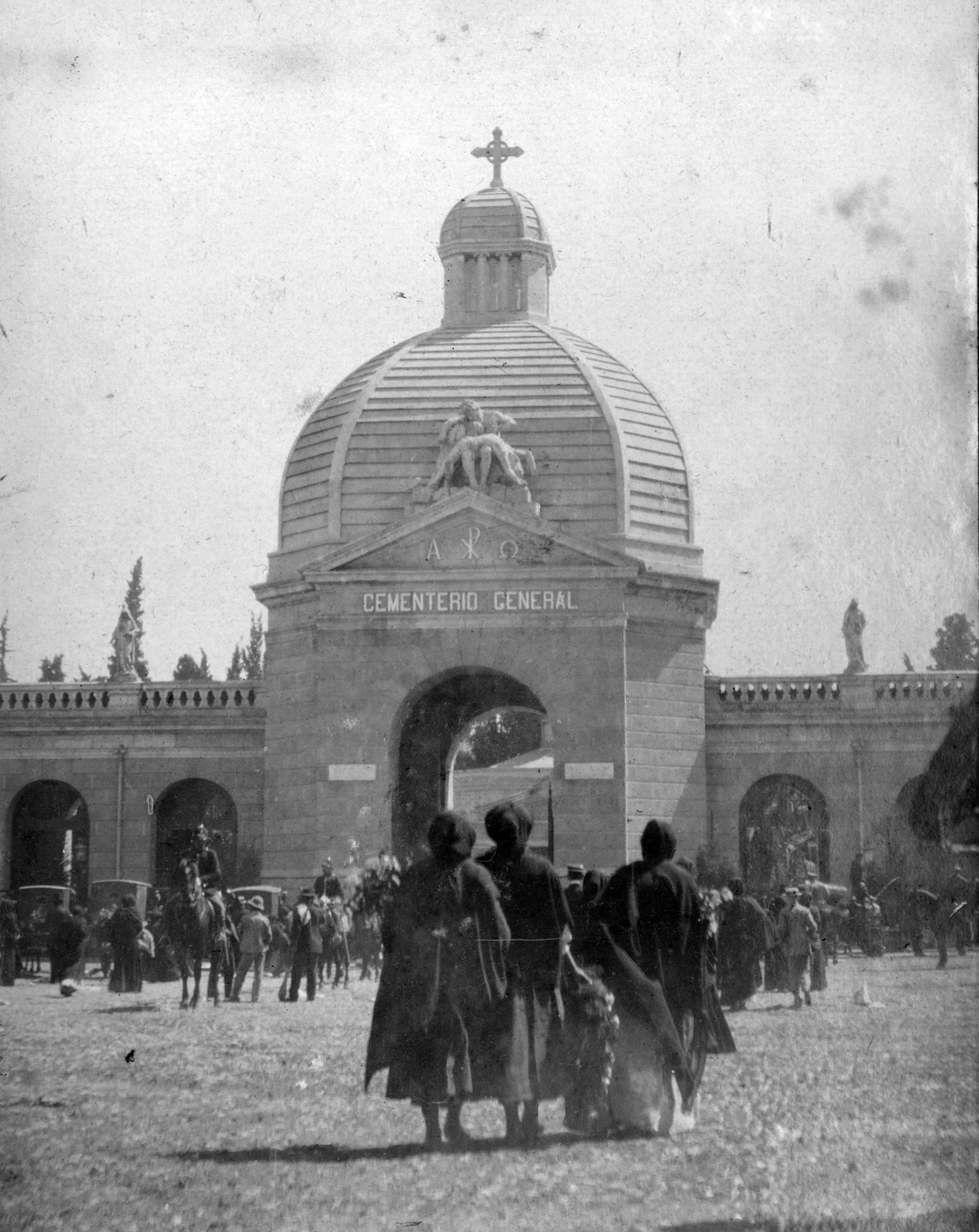 Enterreno - Fotos históricas de chile - fotos antiguas de Chile - Cementerio General de Santiago, Chile, CA 1900