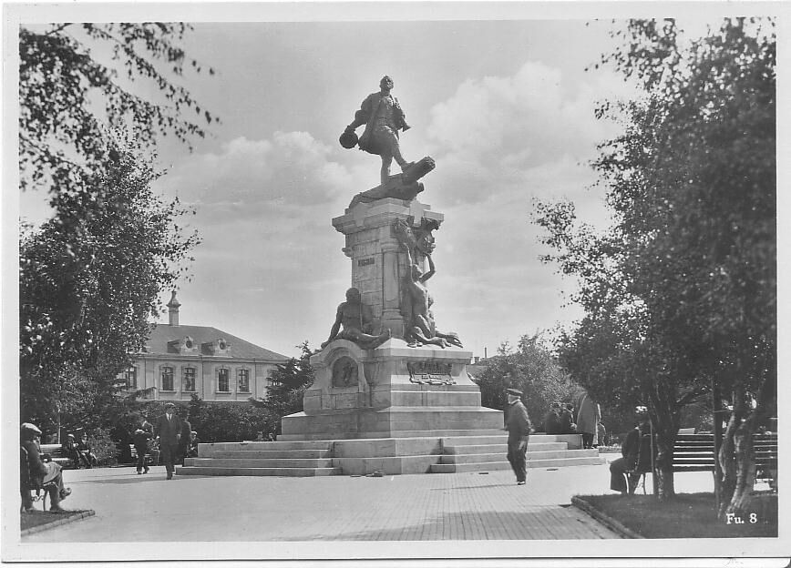 Enterreno - Fotos históricas de chile - fotos antiguas de Chile - Monumento Hernando de Magallanes
