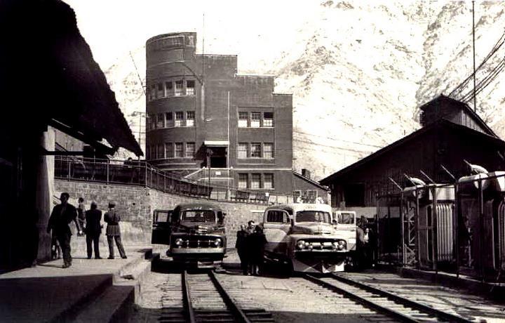 Enterreno - Fotos históricas de chile - fotos antiguas de Chile - Automóviles en Sewell, ca. 1930