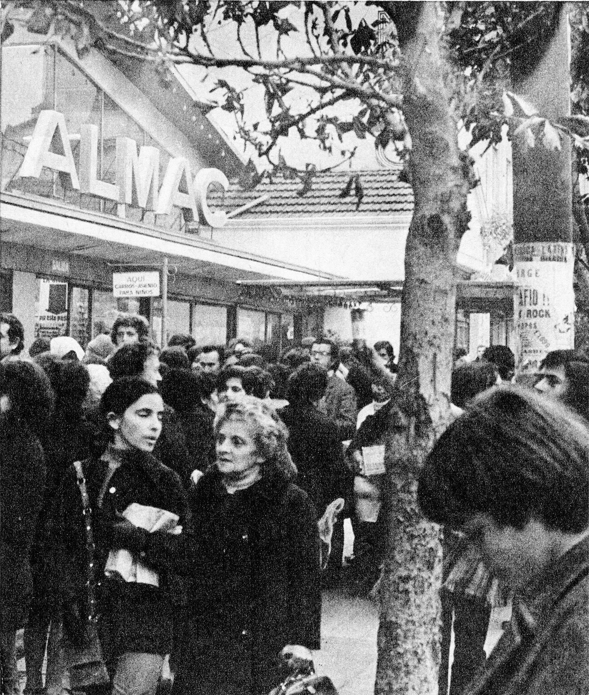 Enterreno - Fotos históricas de chile - fotos antiguas de Chile - Marcha de mujeres 1971