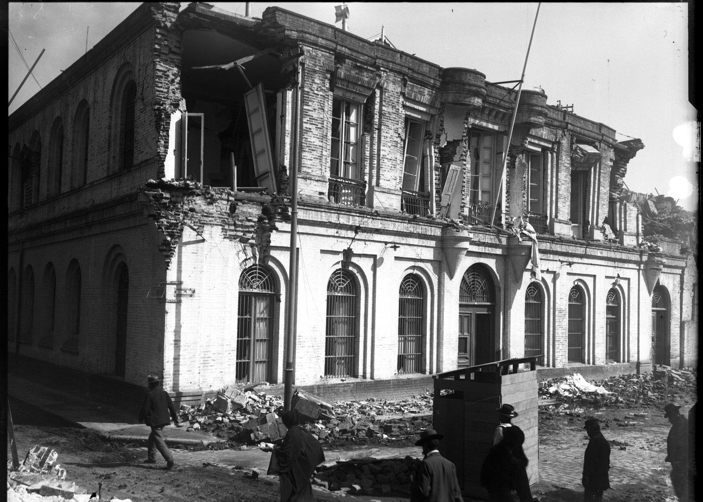 Enterreno - Fotos históricas de chile - fotos antiguas de Chile - Terremoto Valparaiso, Calle Brasil., en 1906