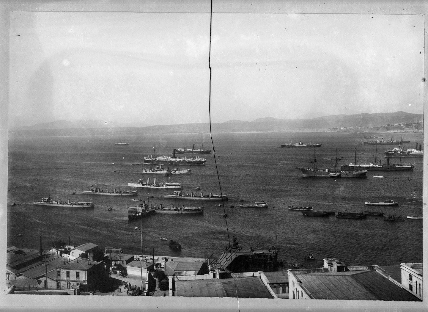 Enterreno - Fotos históricas de chile - fotos antiguas de Chile - Bahia Valparaiso en 1911