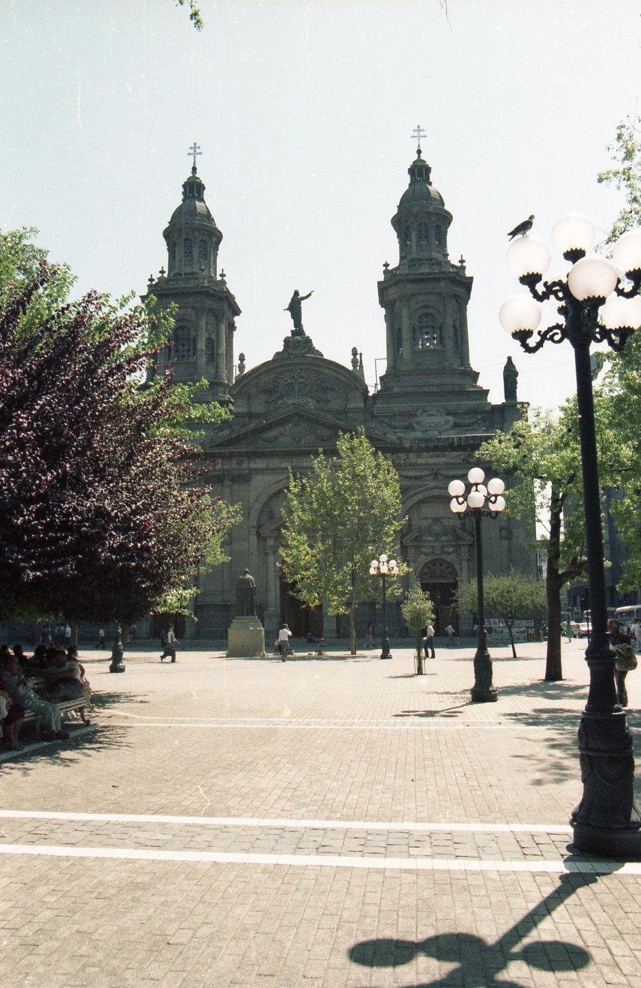 Enterreno - Fotos históricas de chile - fotos antiguas de Chile - Catedral de Santiago CA 1990