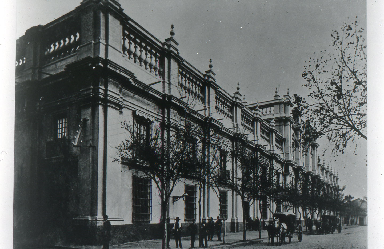 Enterreno - Fotos históricas de chile - fotos antiguas de Chile - La Moneda ca.1900