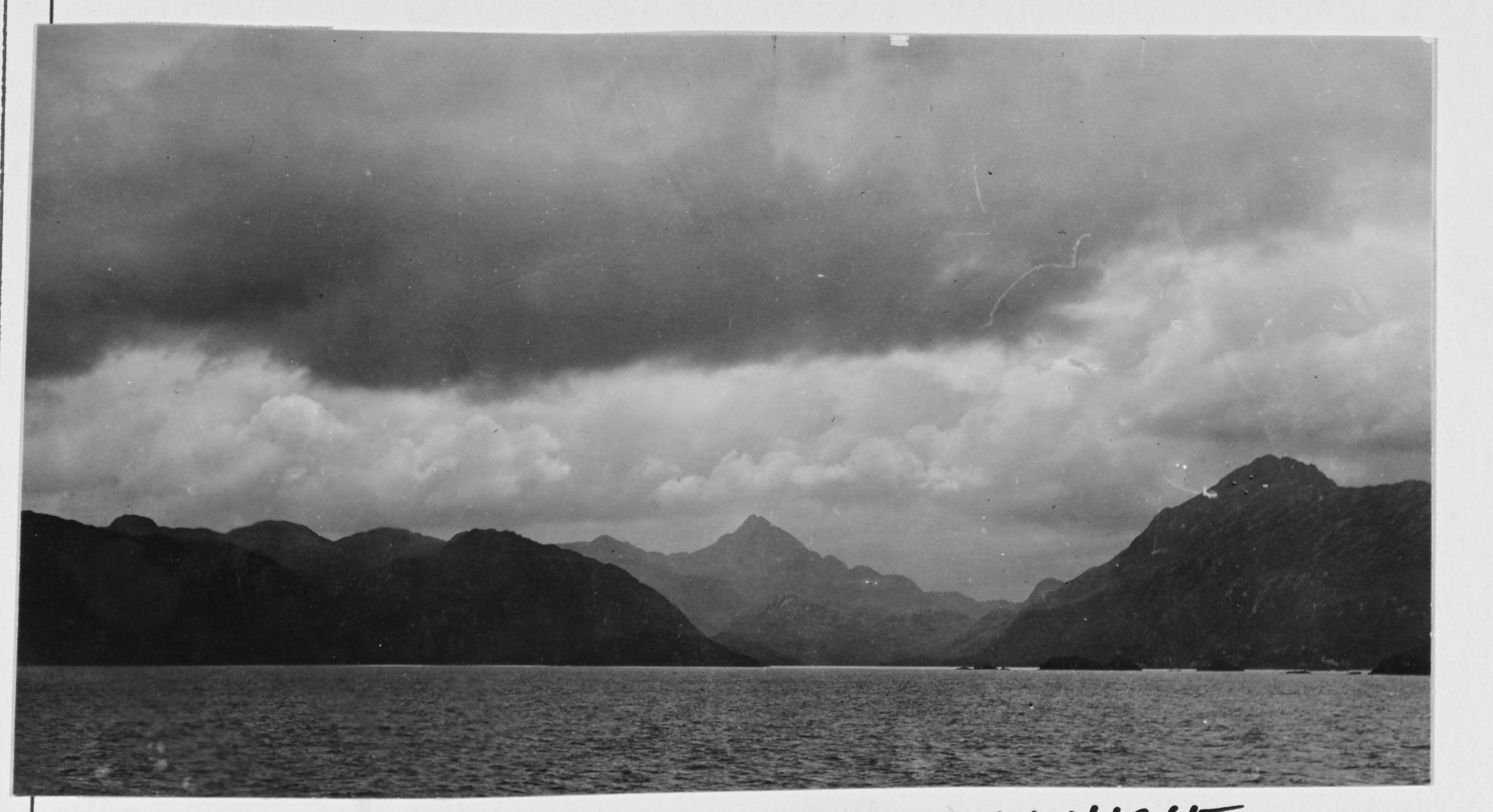 Enterreno - Fotos históricas de chile - fotos antiguas de Chile - Crucero por el mundo, 1908