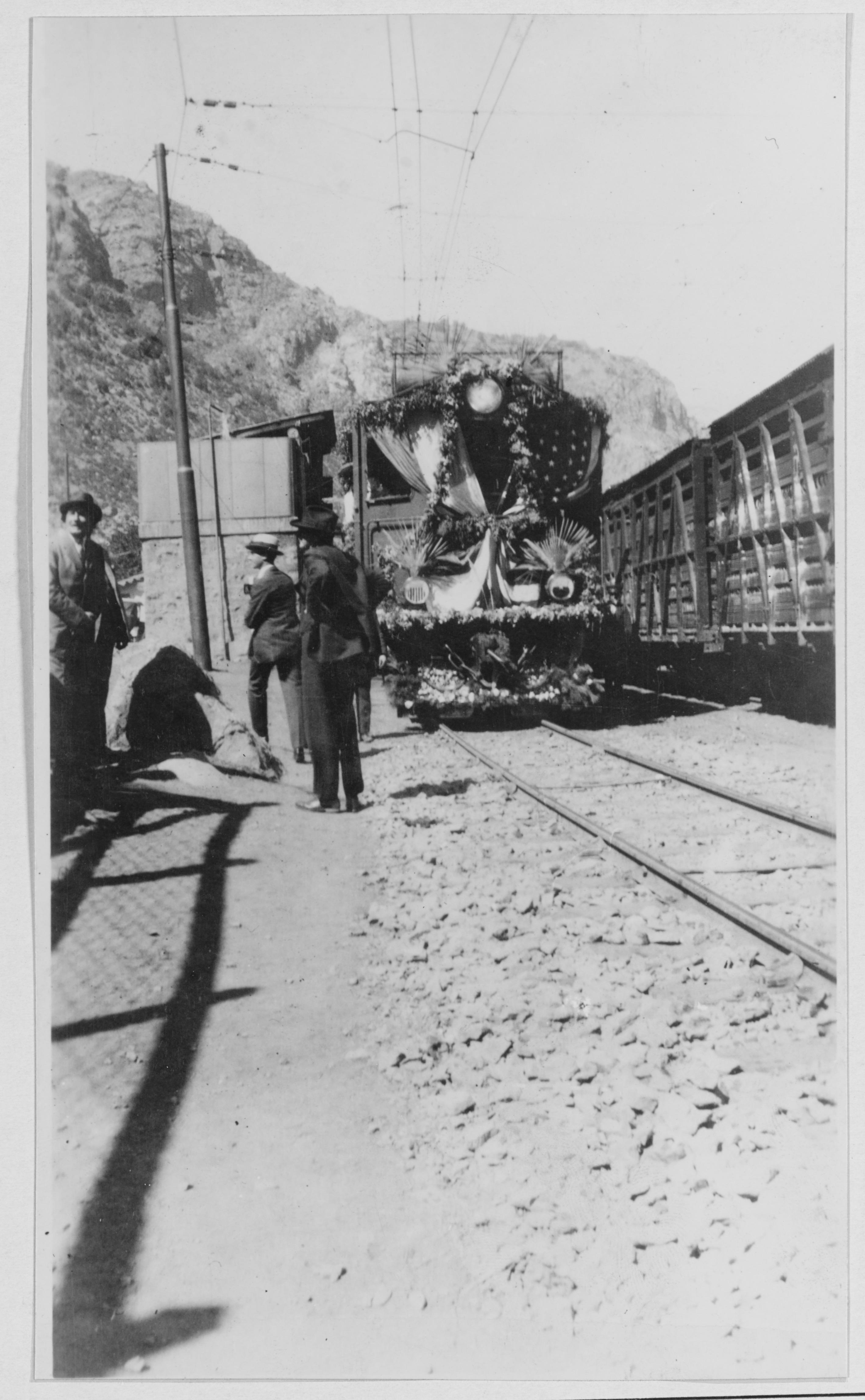 Enterreno - Fotos históricas de chile - fotos antiguas de Chile - Tren Santiago, 1928
