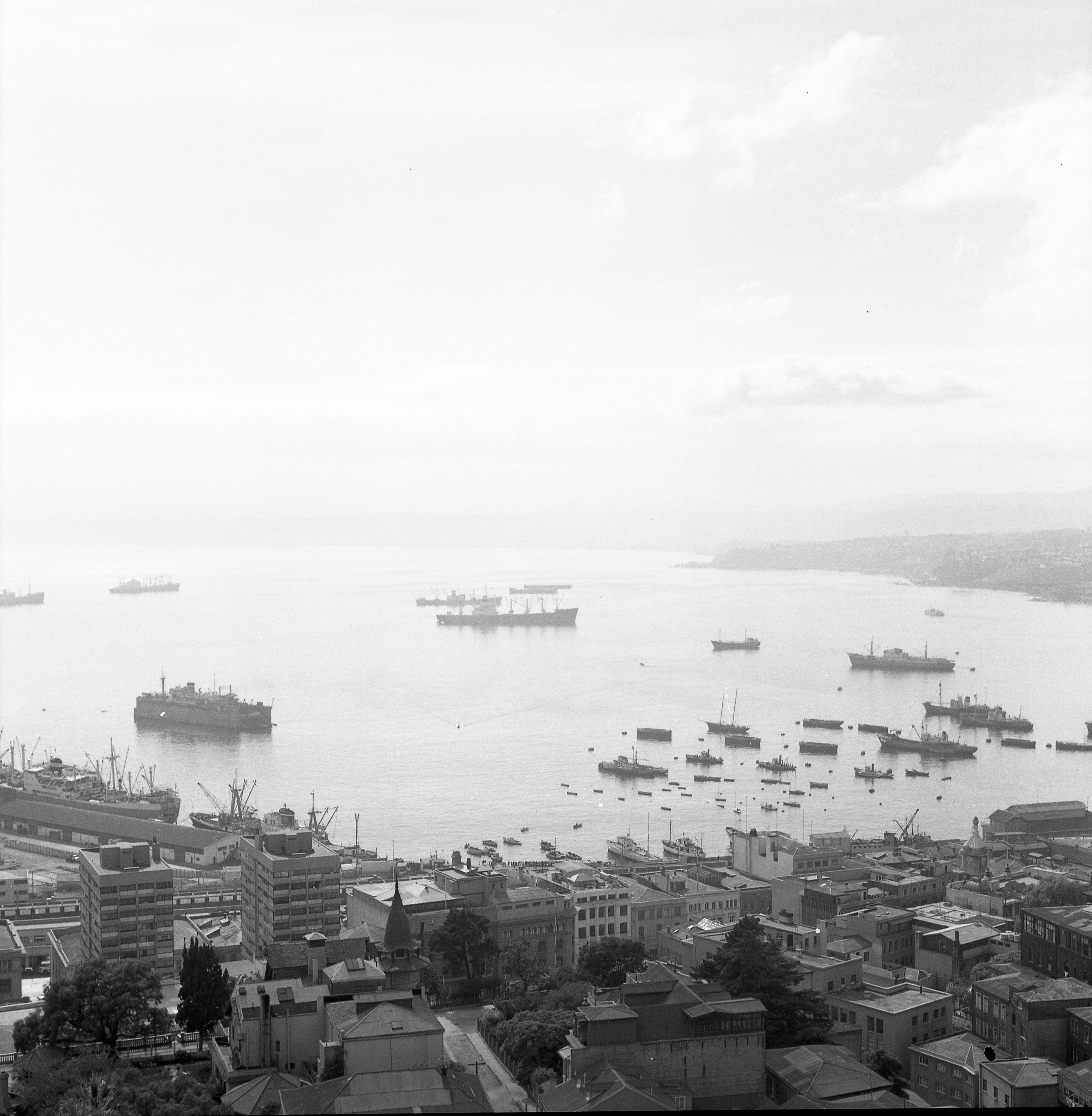 Enterreno - Fotos históricas de chile - fotos antiguas de Chile - Puerto de Valparaíso en 1965