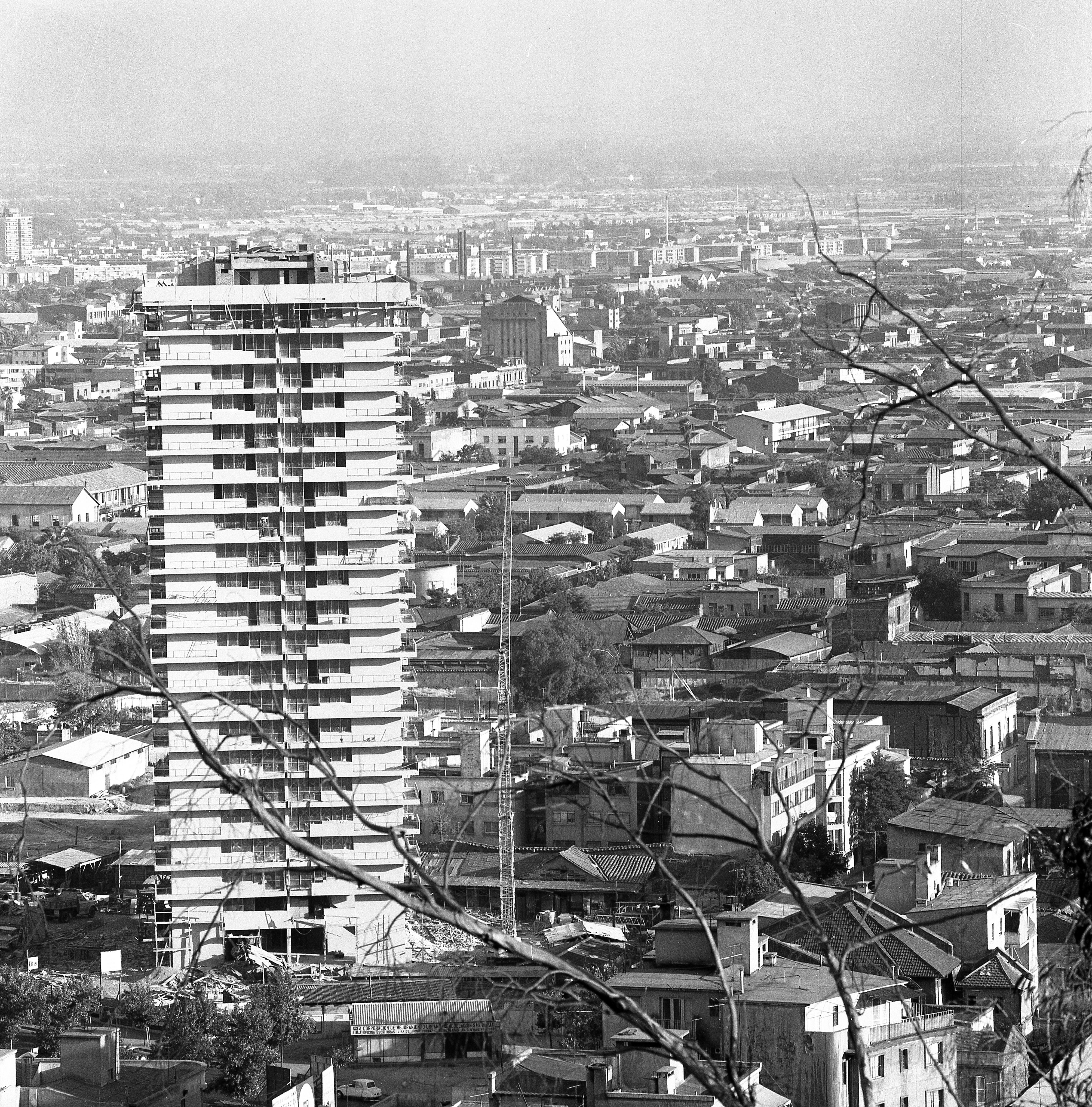 Enterreno - Fotos históricas de chile - fotos antiguas de Chile - Edificio Cormu-Santiago en 1968
