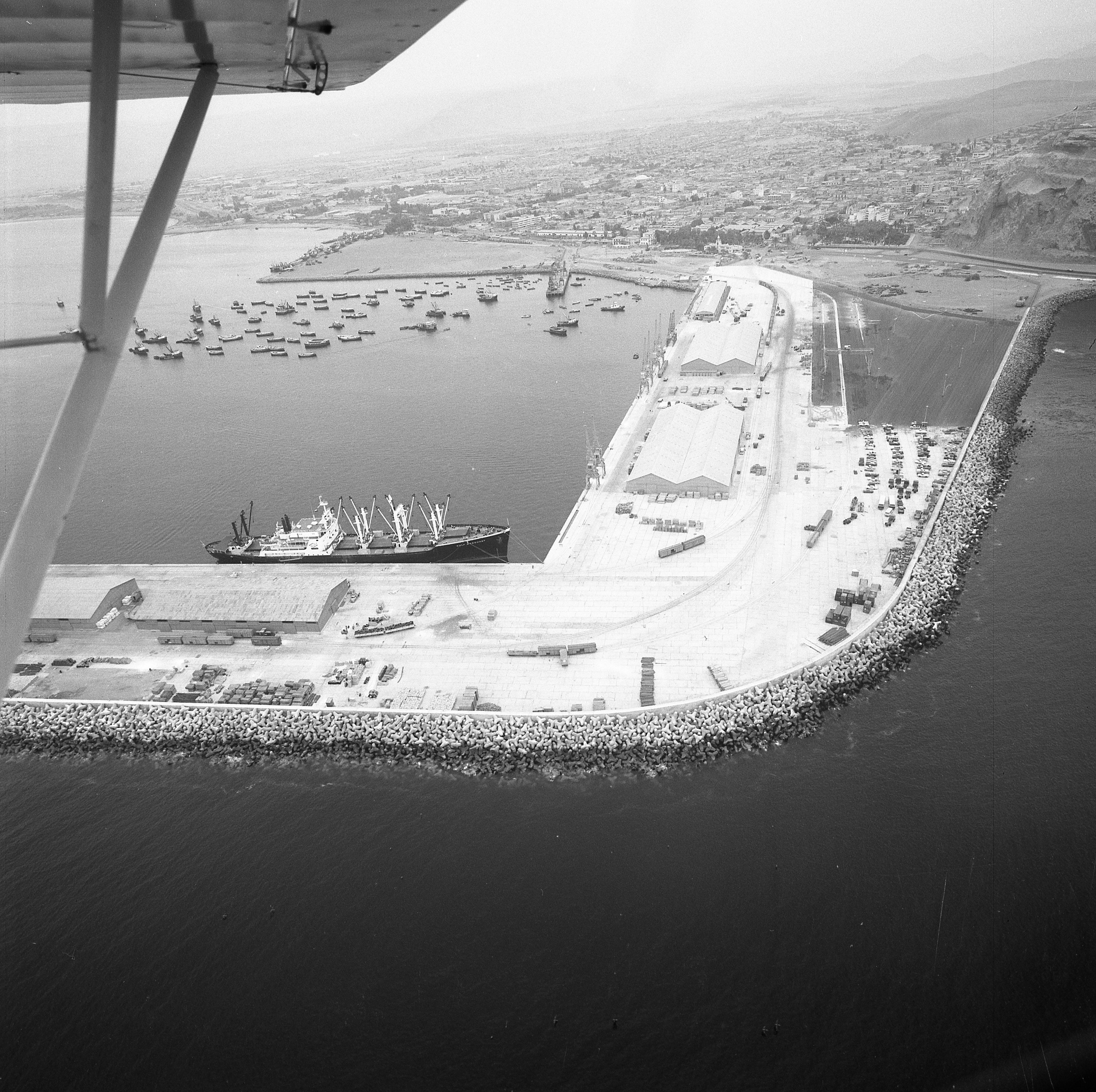 Enterreno - Fotos históricas de chile - fotos antiguas de Chile - Puerto Arica en 1978