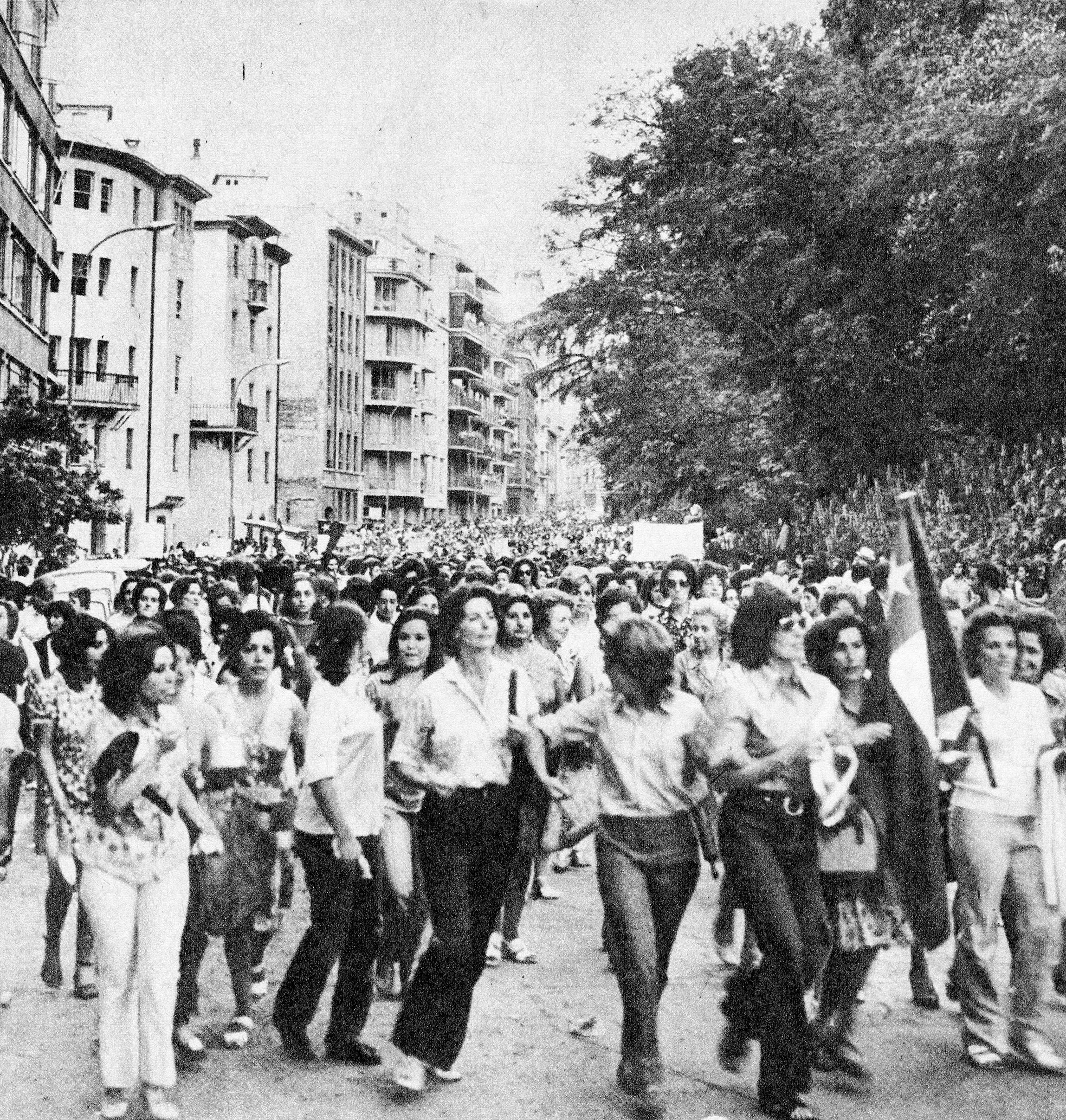 Enterreno - Fotos históricas de chile - fotos antiguas de Chile - Marcha de mujeres 1971