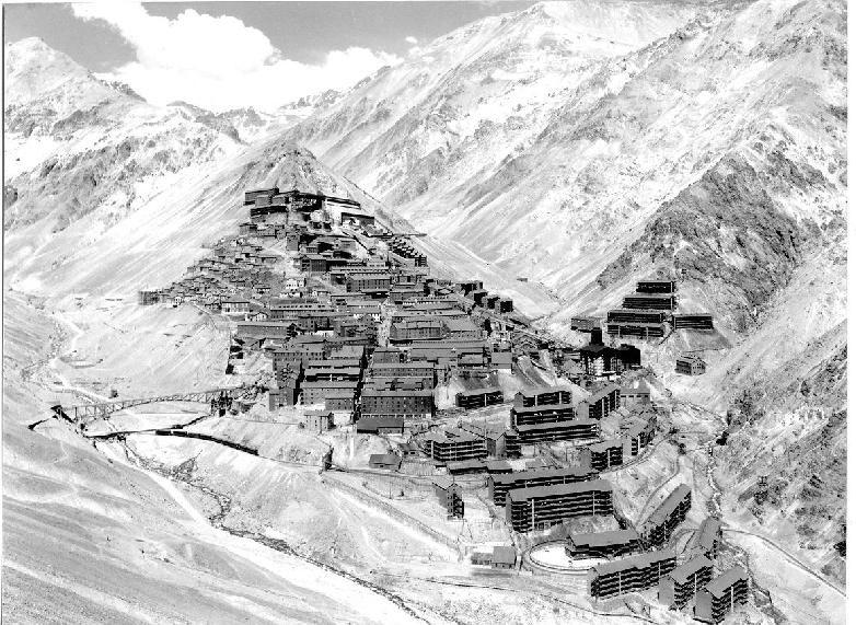 Enterreno - Fotos históricas de chile - fotos antiguas de Chile - Ciudad minera de Sewell, 1956