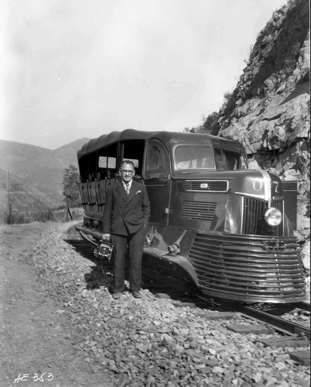 Enterreno - Fotos históricas de chile - fotos antiguas de Chile - Autocarril de Sewell