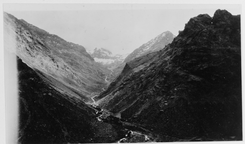 Enterreno - Fotos históricas de chile - fotos antiguas de Chile - Tren pasando por Chile, 19 de noviembre 1928