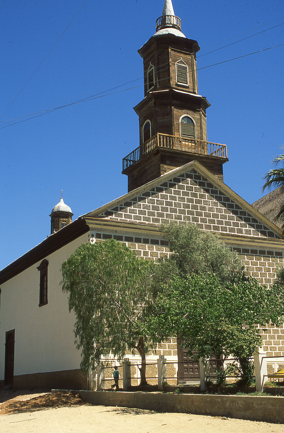 Enterreno - Fotos históricas de chile - fotos antiguas de Chile - Iglesia Monte Grande, 1988