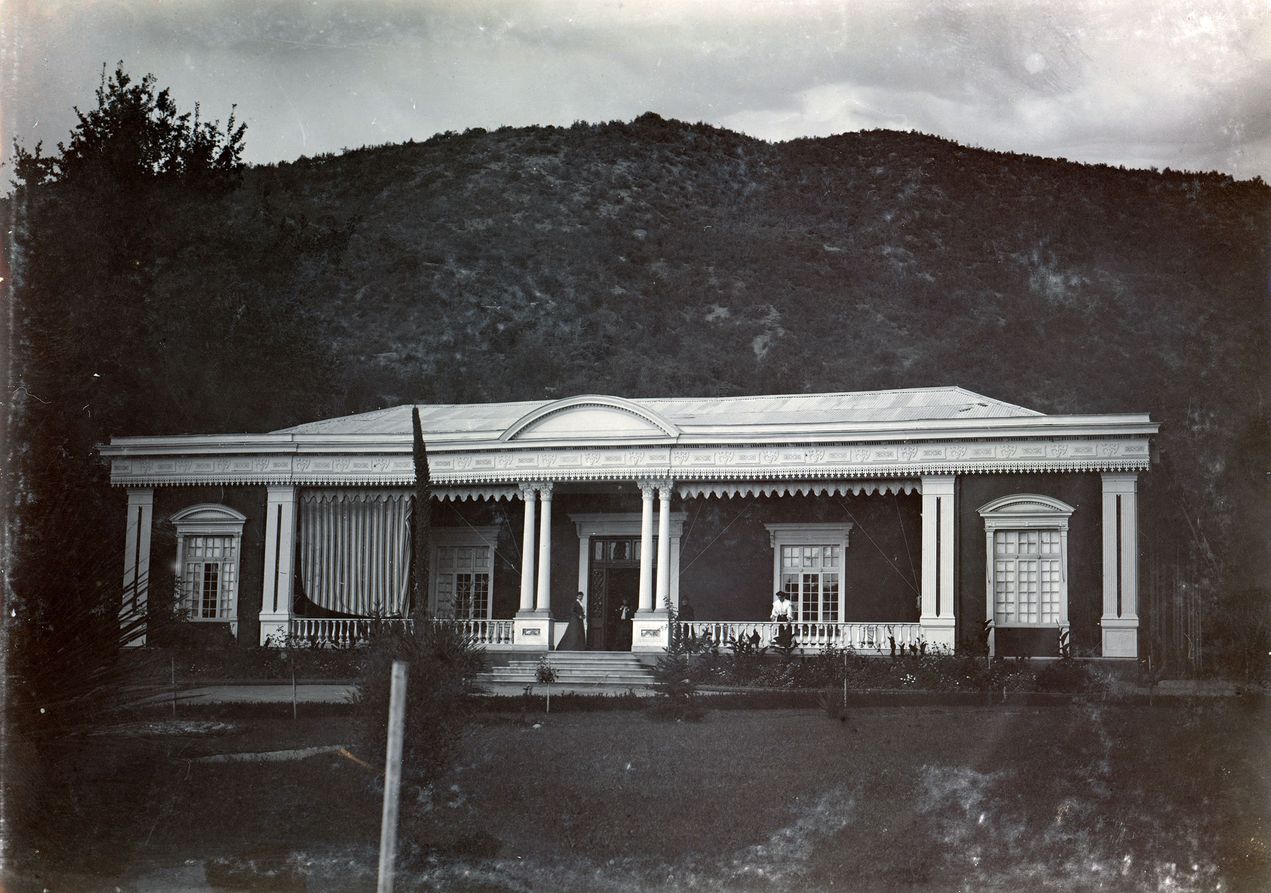 Enterreno - Fotos históricas de chile - fotos antiguas de Chile - Casa en Pirque, ca. 1904