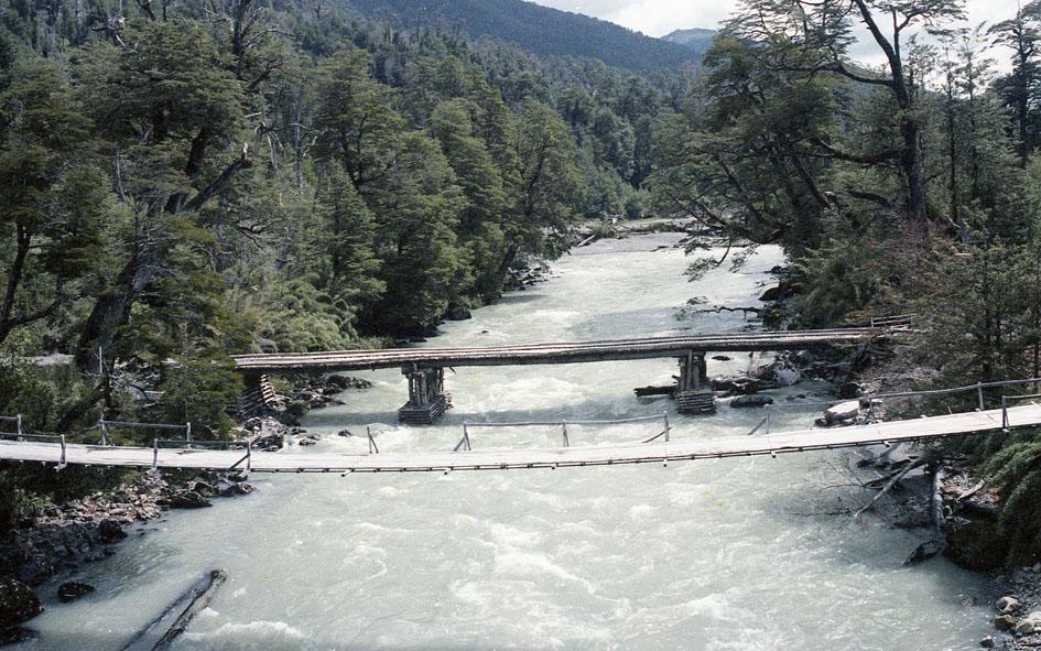 Enterreno - Fotos históricas de chile - fotos antiguas de Chile - Puentes Carretera Austral