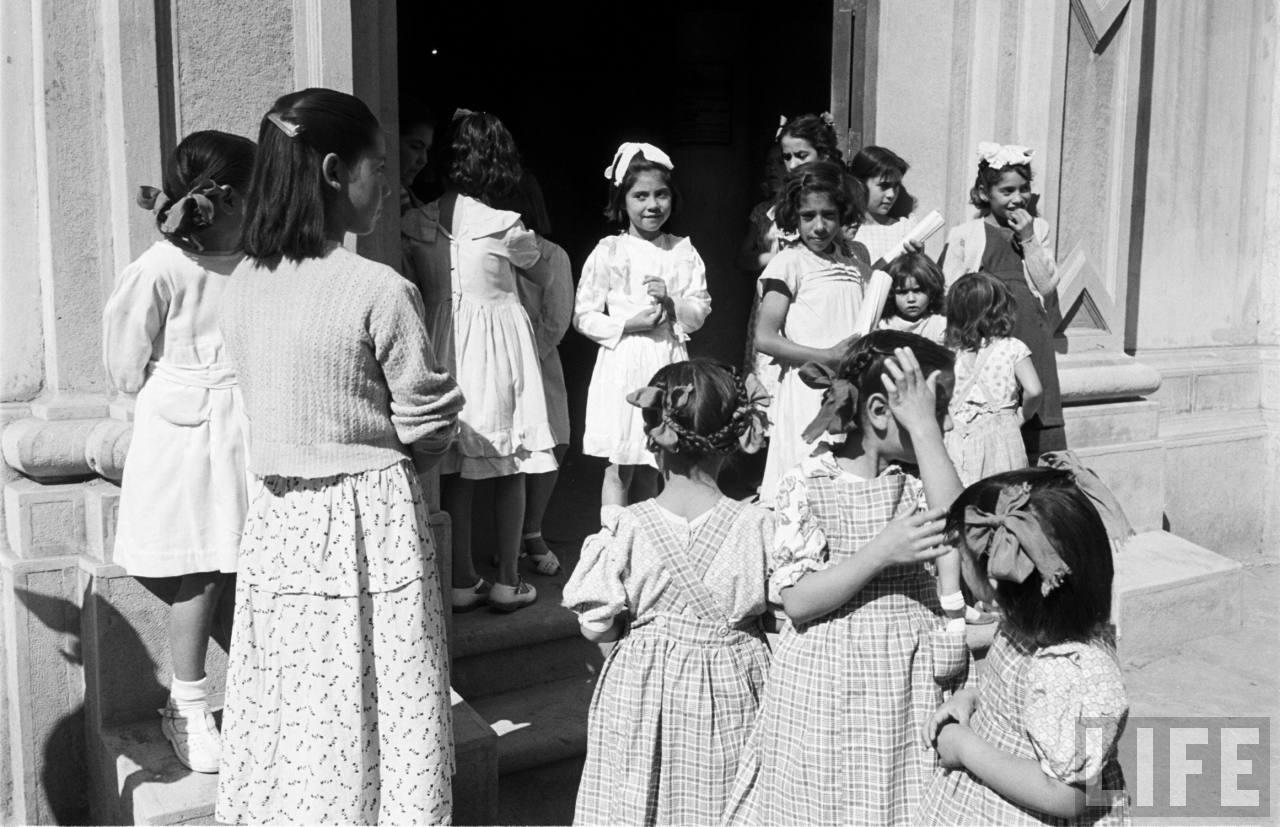Enterreno - Fotos históricas de chile - fotos antiguas de Chile - Escuela de niñas, 1950
