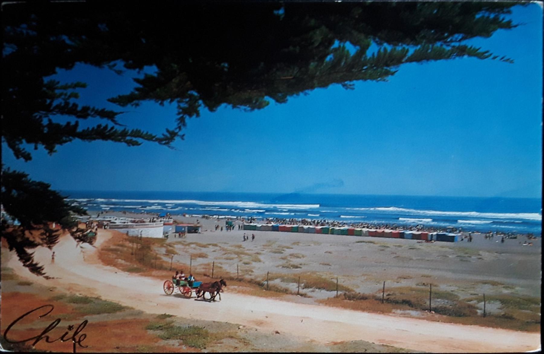 Enterreno - Fotos históricas de chile - fotos antiguas de Chile - Playa de Pichilemu en 1970