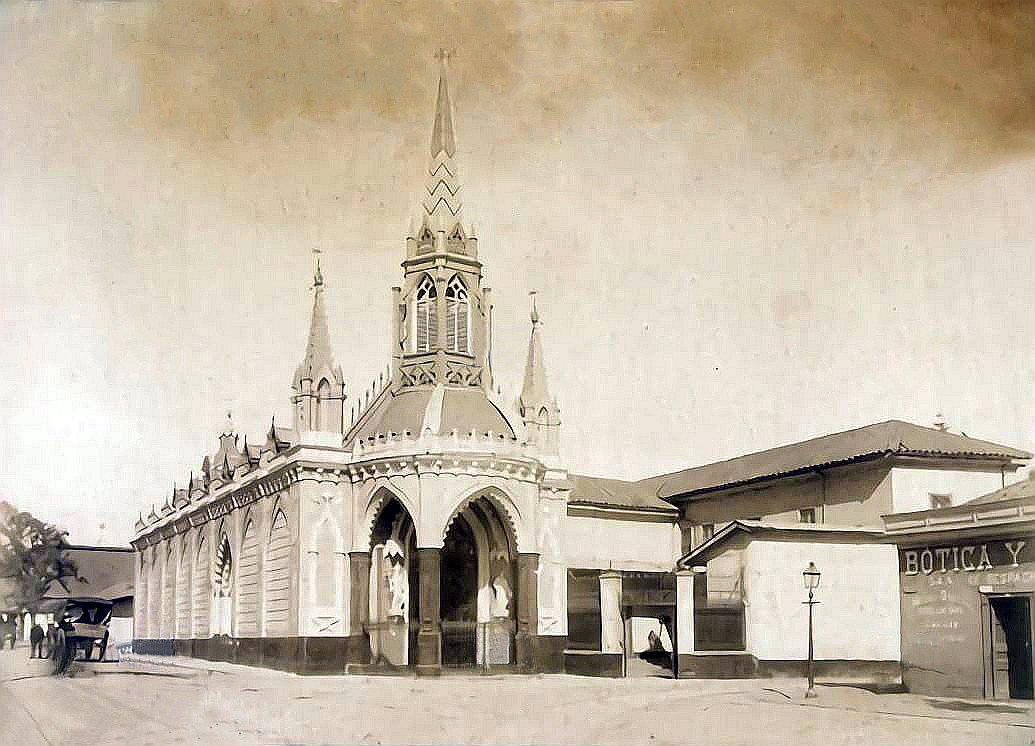 Enterreno - Fotos históricas de chile - fotos antiguas de Chile - Iglesia del Carmen Alto en Santiago, 1890