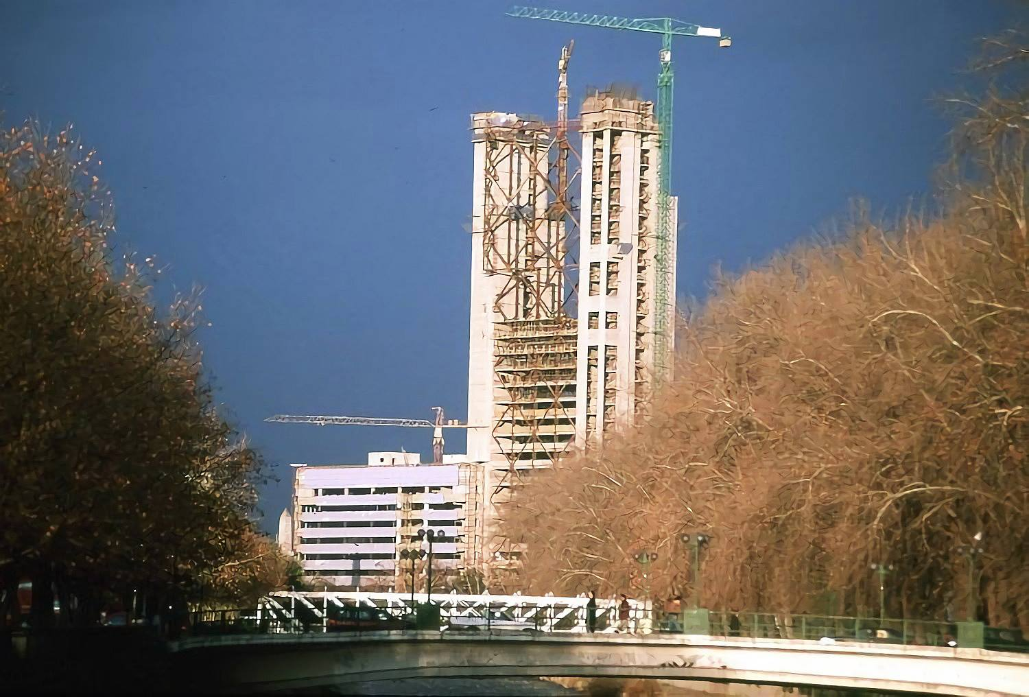 Enterreno - Fotos históricas de chile - fotos antiguas de Chile - Construcción de torre en 1995