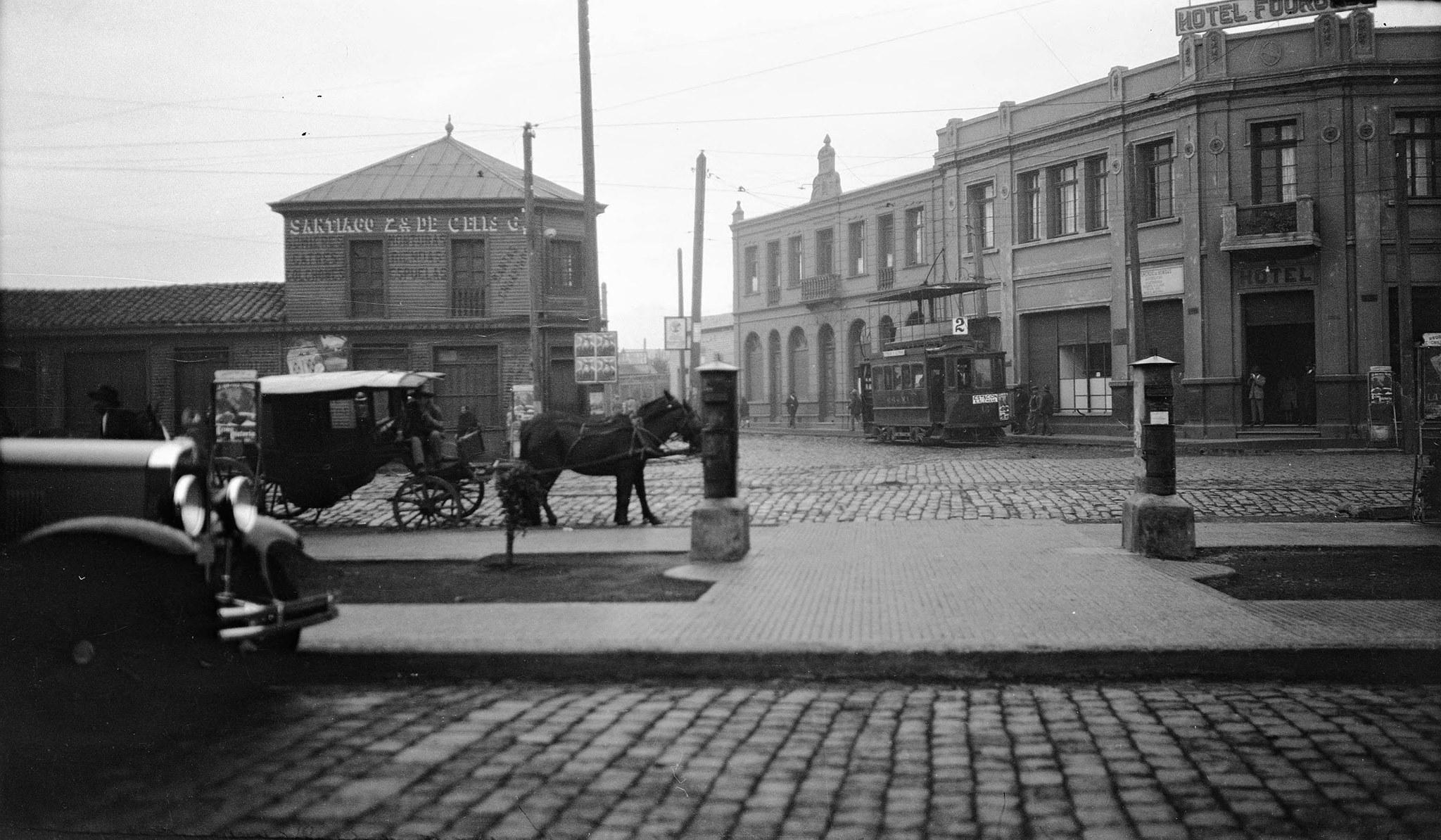 Enterreno - Fotos históricas de chile - fotos antiguas de Chile - Calle Barros Arana esquina de Miraflores en Temuco, 1930
