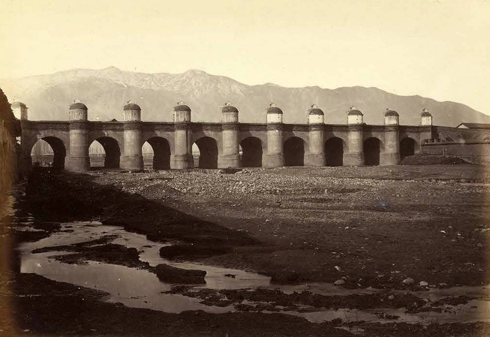 Enterreno - Fotos históricas de chile - fotos antiguas de Chile - Puente de Cal y Canto, 1870