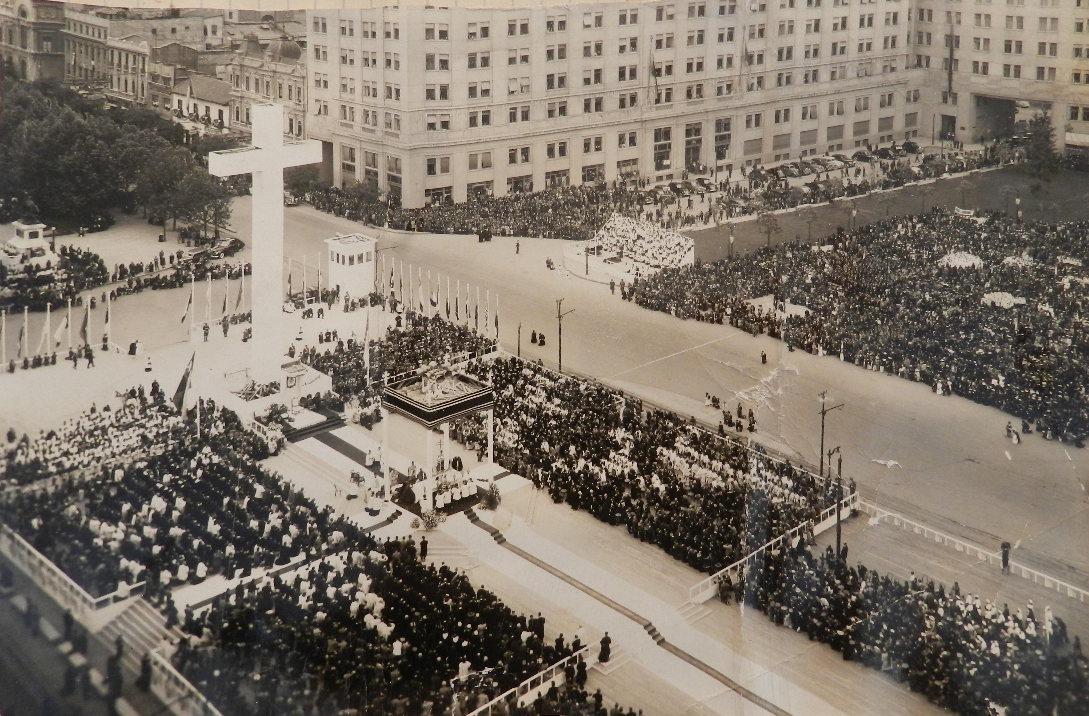 Enterreno - Fotos históricas de chile - fotos antiguas de Chile - Ceremonia en la plaza de la ciudadanía, ca 1935