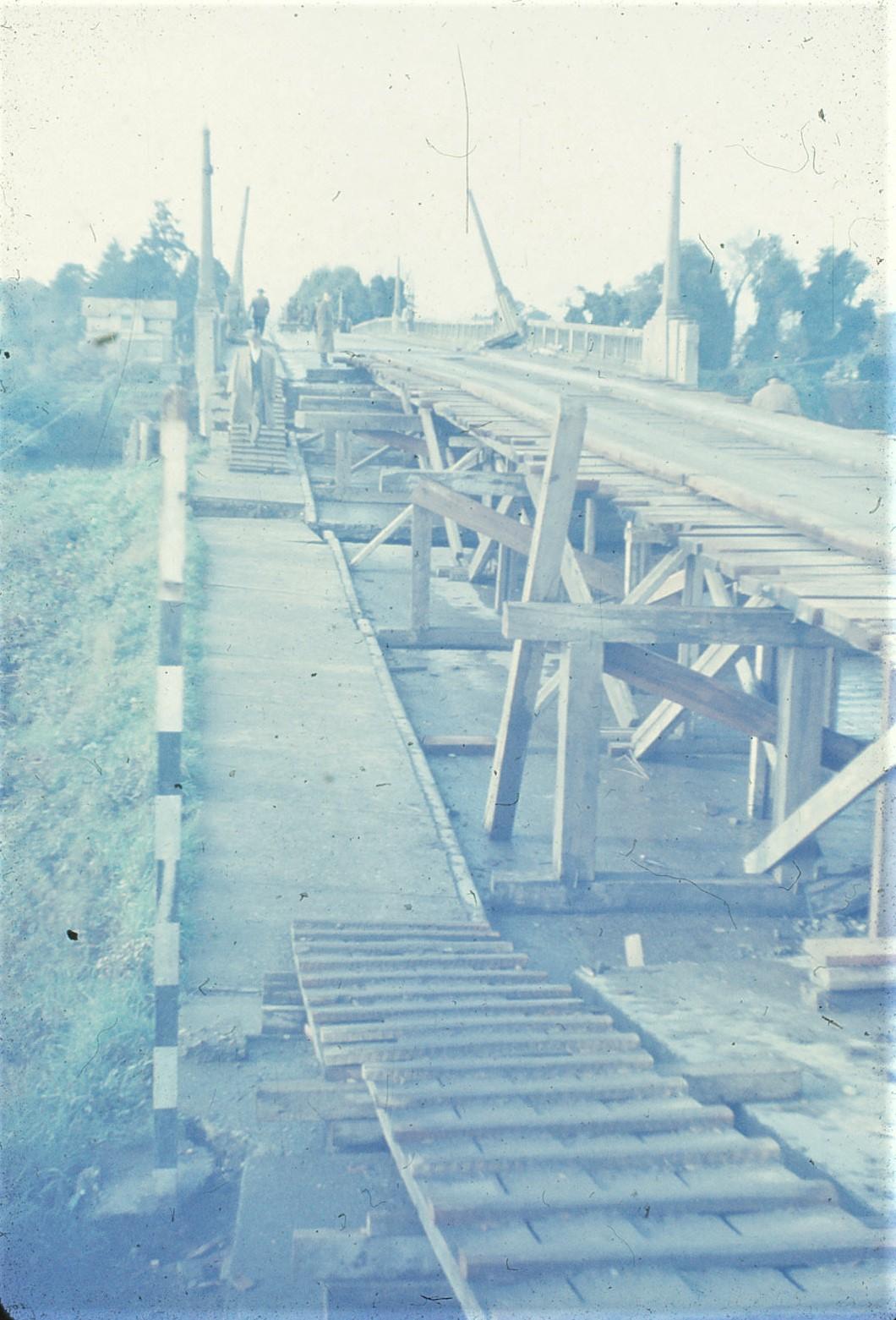 Enterreno - Fotos históricas de chile - fotos antiguas de Chile - Post Terremoto Valdivia, 1960