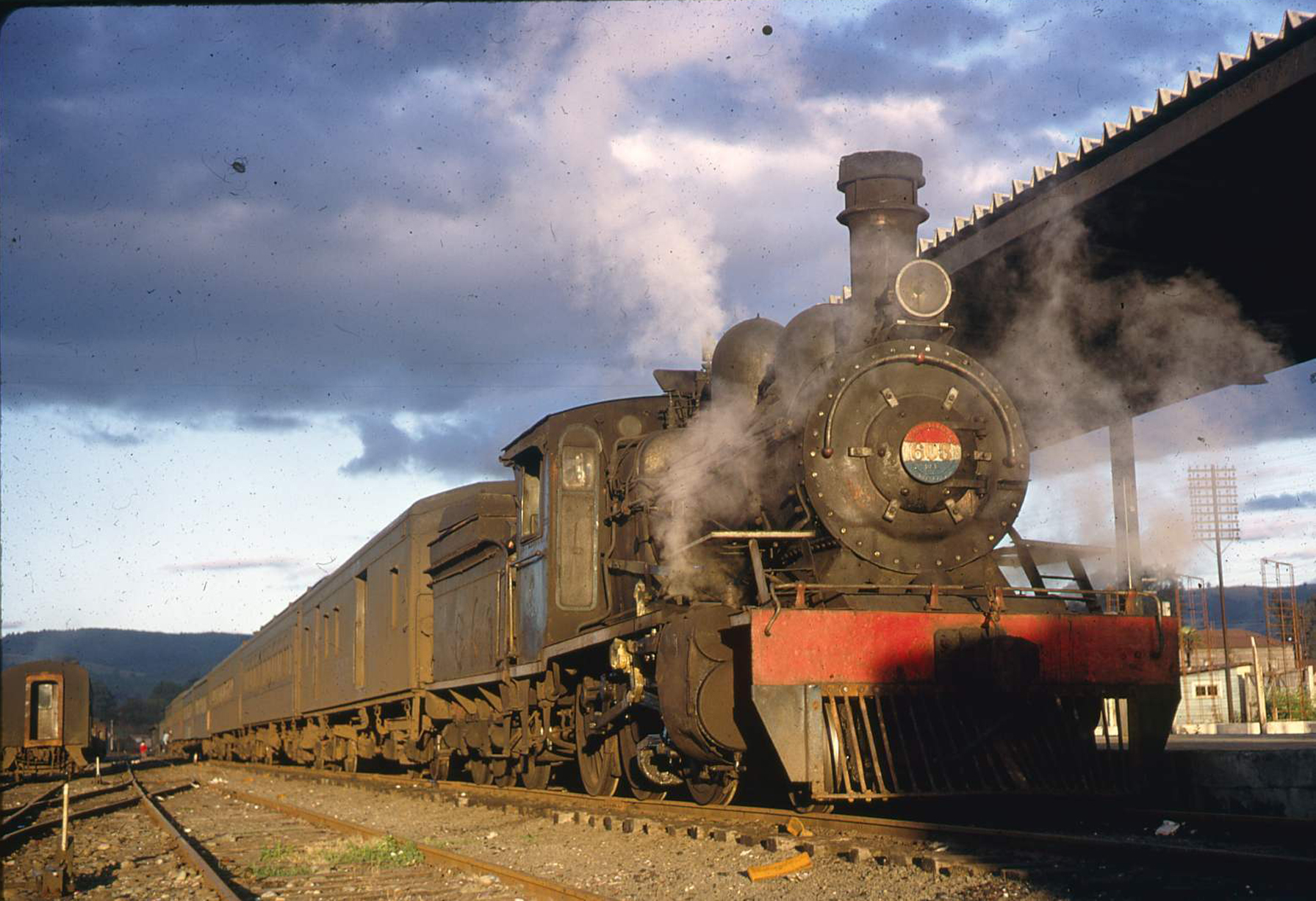 Enterreno - Fotos históricas de chile - fotos antiguas de Chile - Estación de Valdivia en 1970