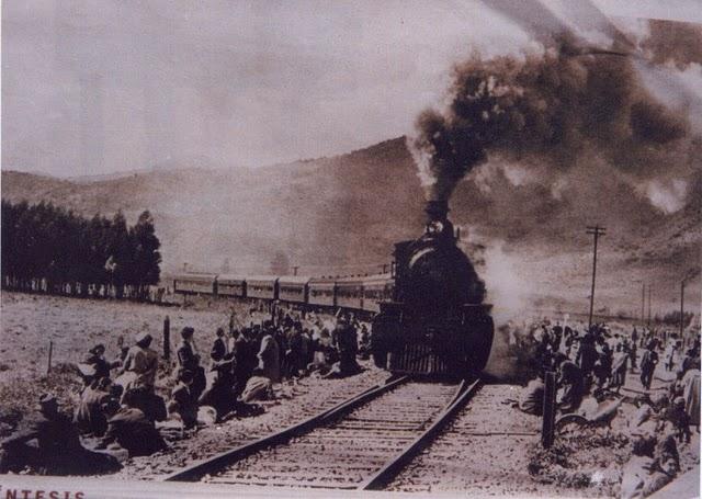 Enterreno - Fotos históricas de chile - fotos antiguas de Chile - Locomotora a Quintero en 1925
