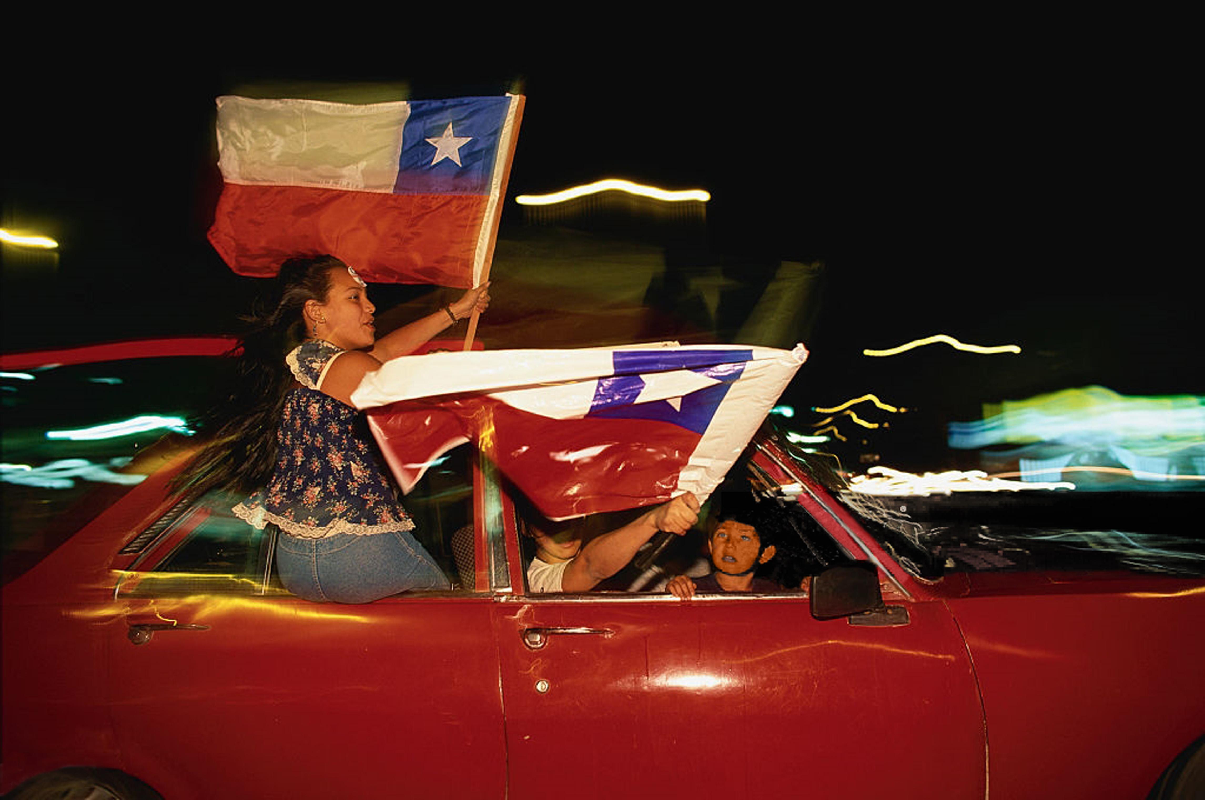 Enterreno - Fotos históricas de chile - fotos antiguas de Chile - Noche del 16 de enero de 2000 en Santiago