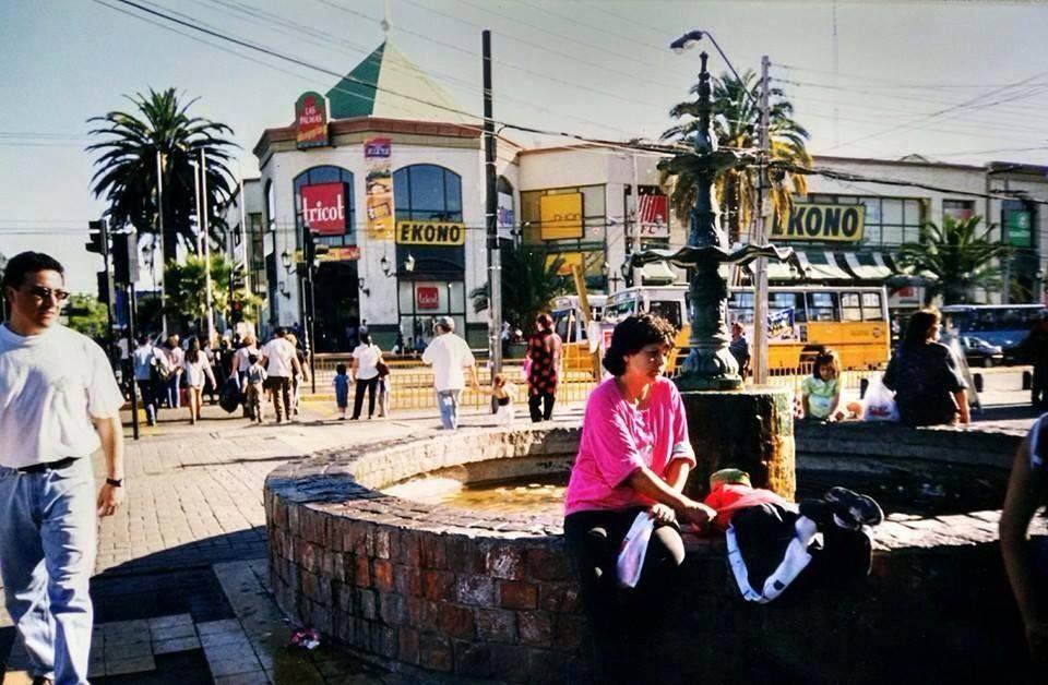 Enterreno - Fotos históricas de chile - fotos antiguas de Chile - Antigua Pileta en Plaza de Maipú, 1996