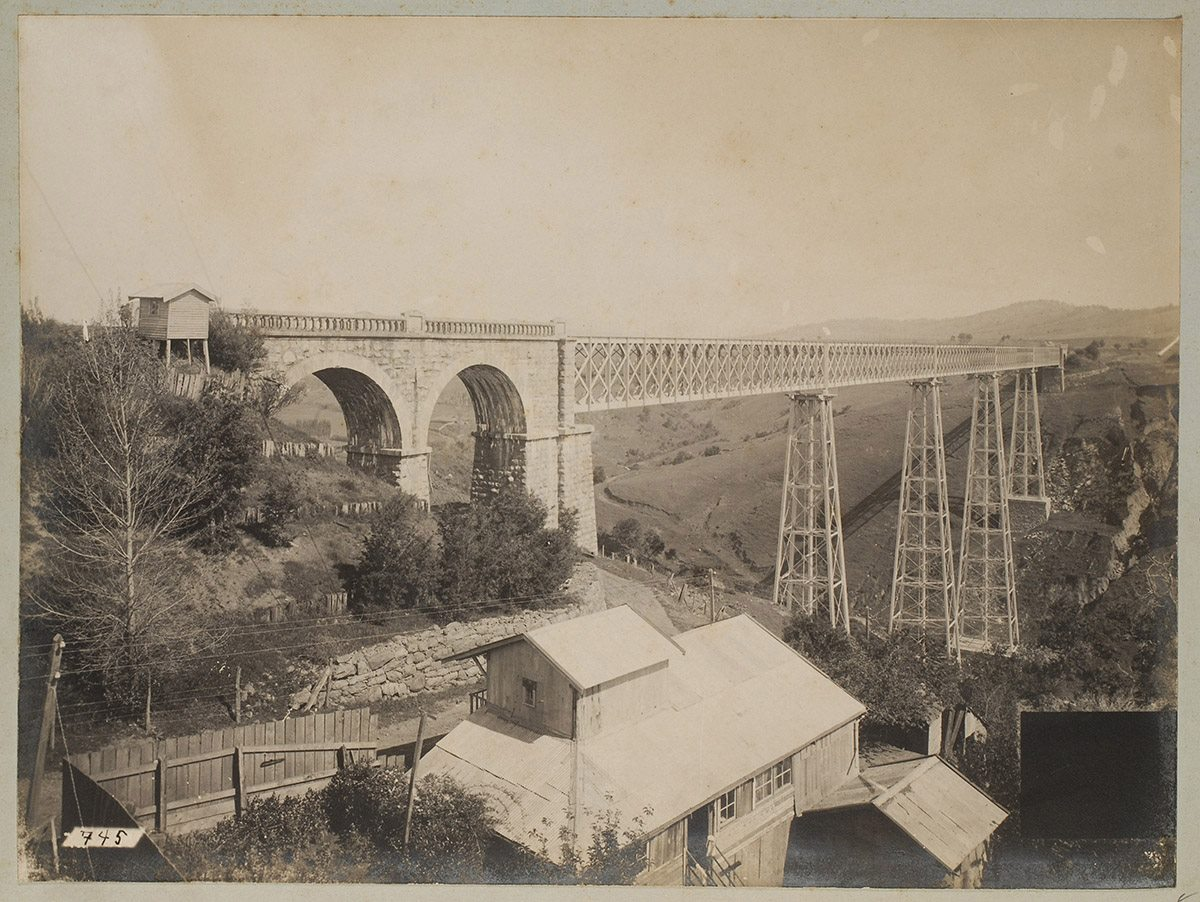 "Enterreno - Fotos históricas de chile - fotos antiguas de Chile - Viaducto del Malleco desde Molino ""El Globo"". Collipulli. Década de 1890"