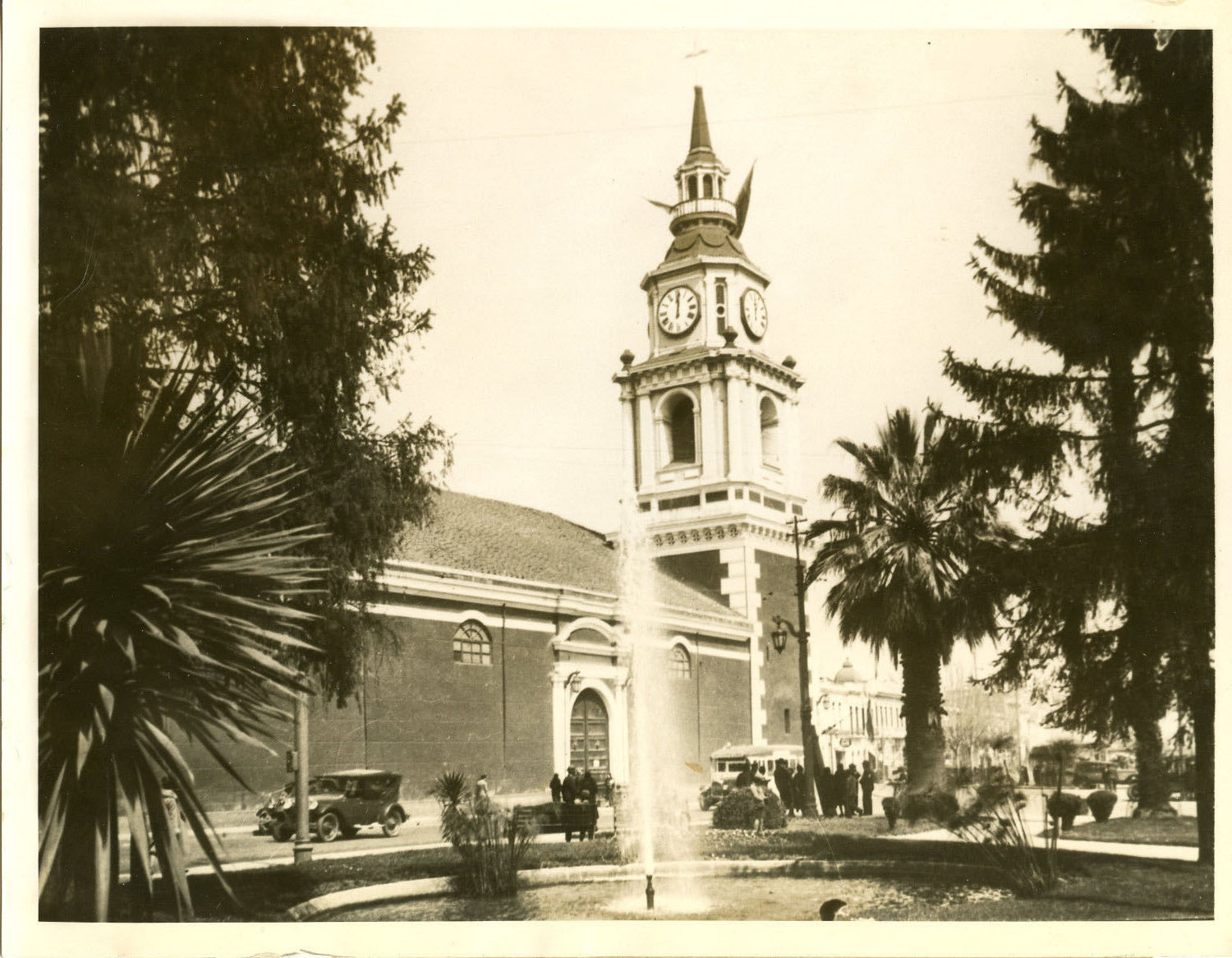 Enterreno - Fotos históricas de chile - fotos antiguas de Chile - Iglesia San Francisco de Santiago en 1928
