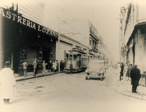 Enterreno - Fotos históricas de chile - fotos antiguas de Chile - Sastrería Lozano en calle Monjitas, 1929
