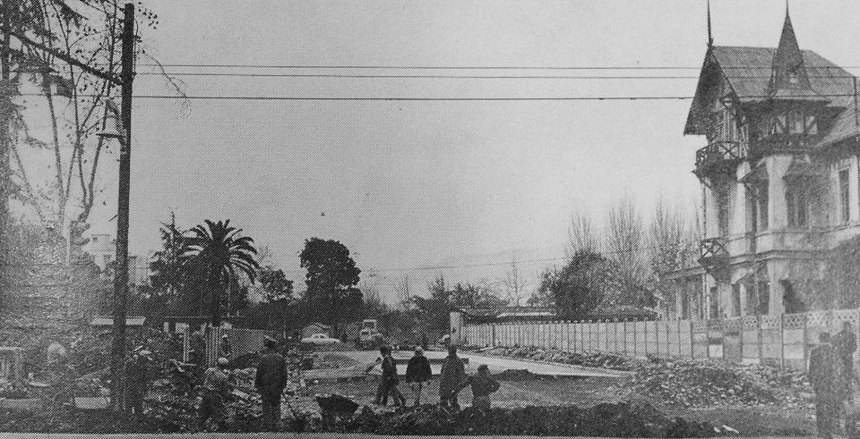 Enterreno - Fotos históricas de chile - fotos antiguas de Chile - Calle Curicó, entre Vicuña Mackenna y Ramón Carnícer