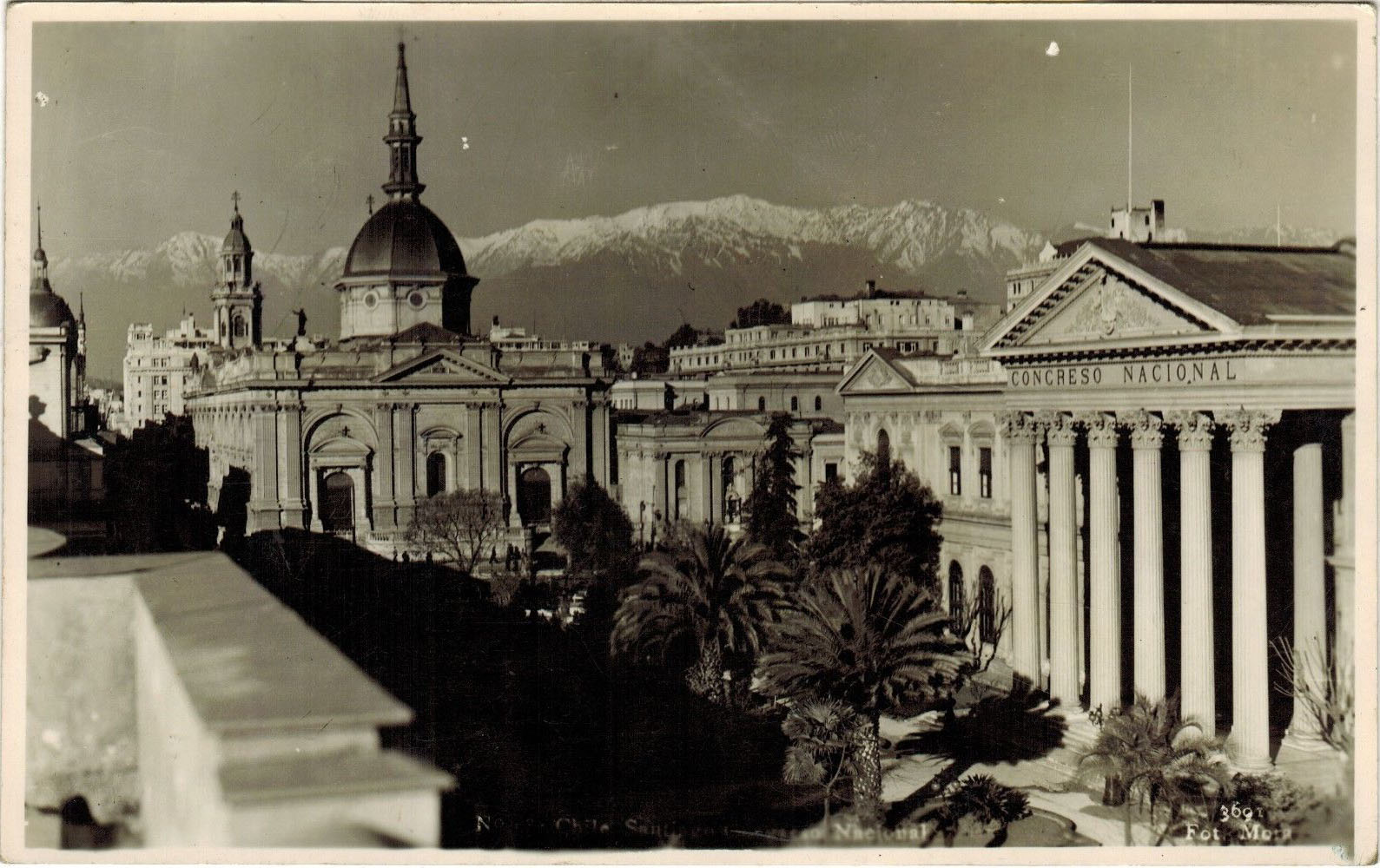 Enterreno - Fotos históricas de chile - fotos antiguas de Chile - Catedral y Congreso Nacional en 1946