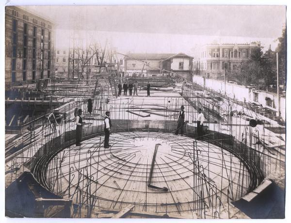 Enterreno - Fotos históricas de chile - fotos antiguas de Chile - Construcción de la rotonda del Museo Histórico Nacional, 1920