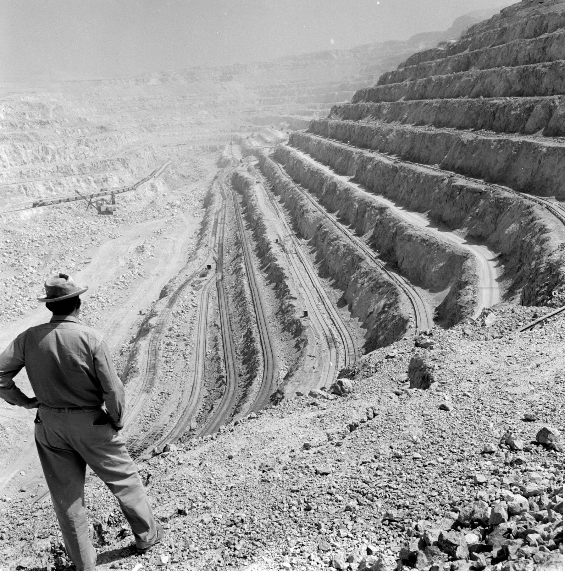 Enterreno - Fotos históricas de chile - fotos antiguas de Chile - Mina a tajo abierto de Chuquicamata, 1958