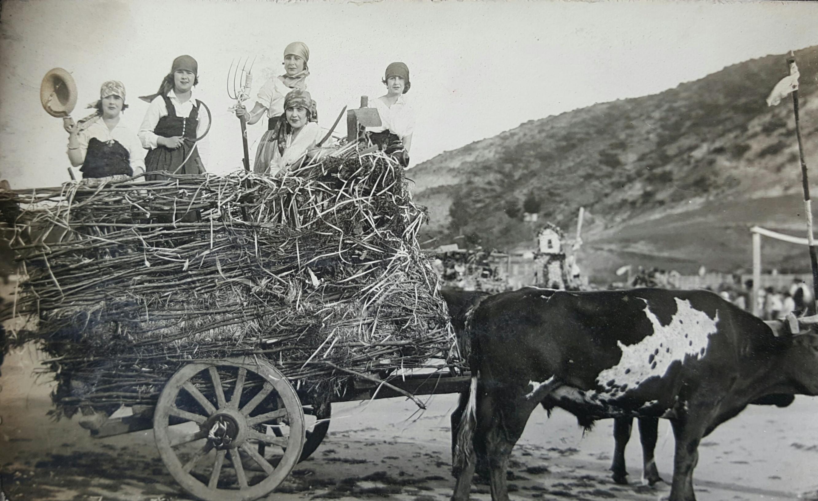 Enterreno - Fotos históricas de chile - fotos antiguas de Chile - Trilla, lugar desconocido, 1930