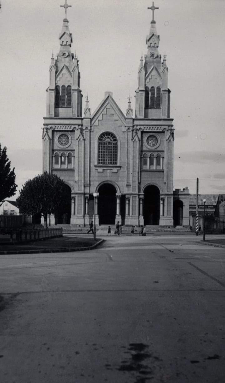 Enterreno - Fotos históricas de chile - fotos antiguas de Chile - Iglesia San Francisco de Osorno, 1941
