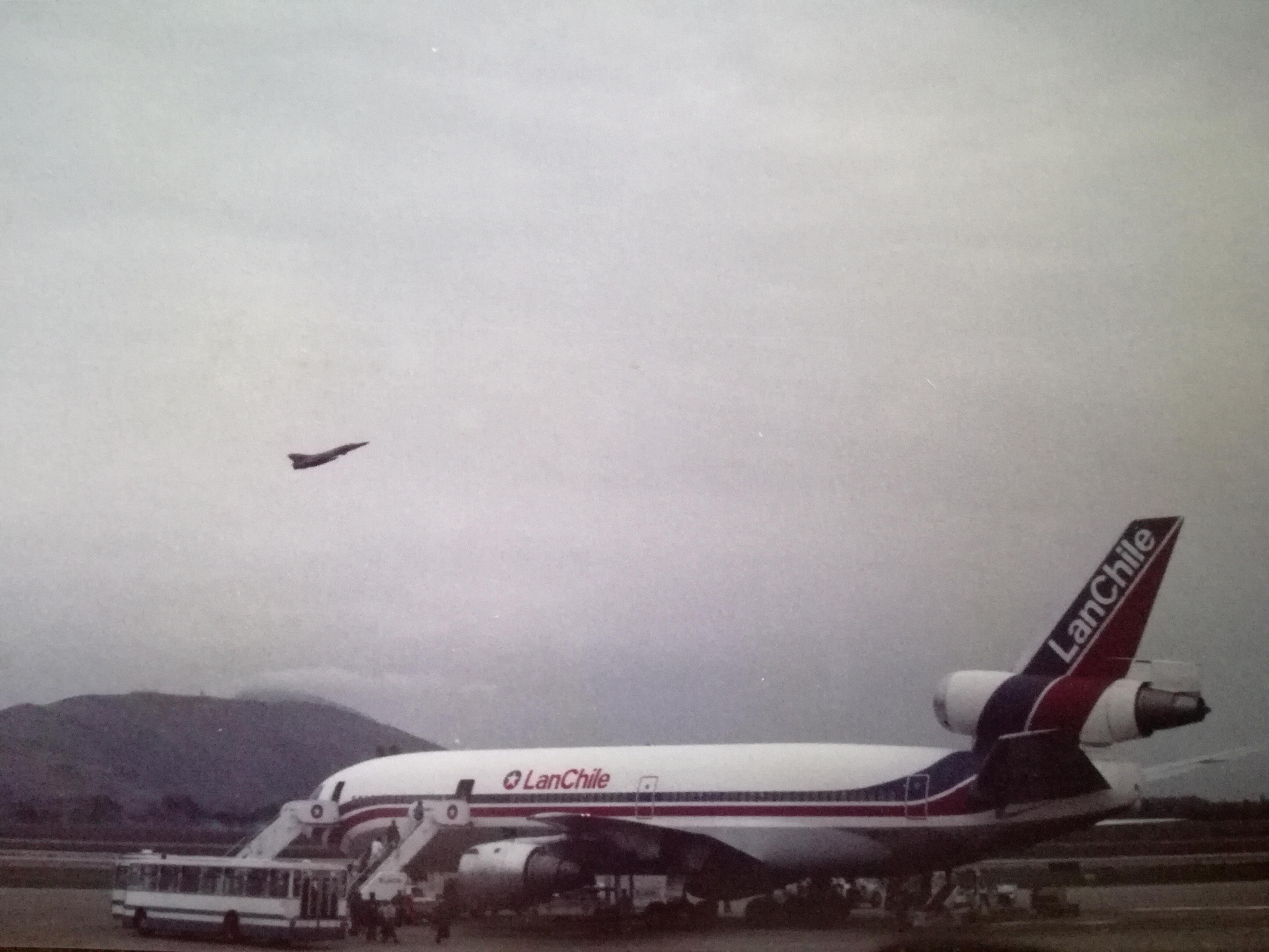 Enterreno - Fotos históricas de chile - fotos antiguas de Chile - Avión de Lan Chile, 1985