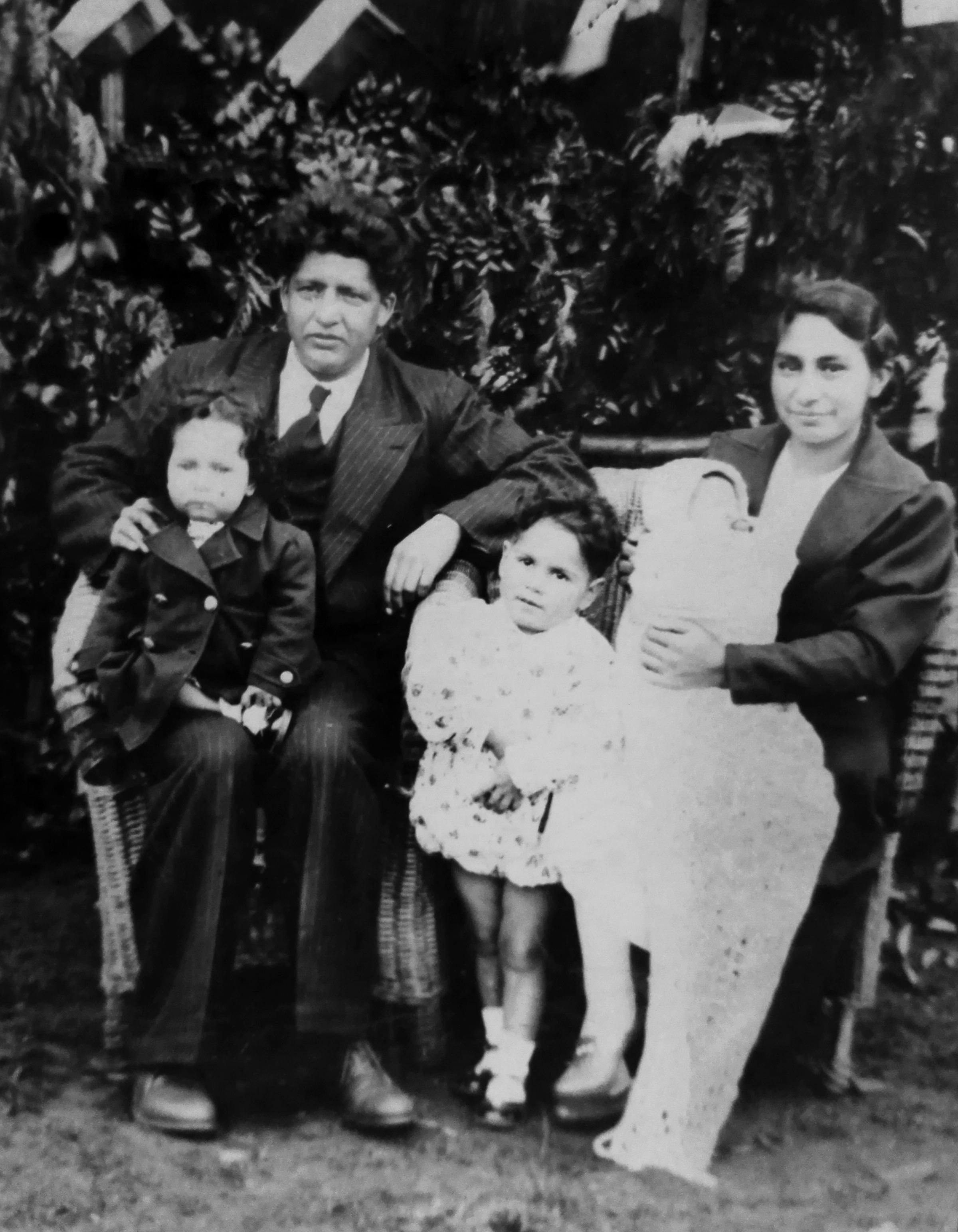 Enterreno - Fotos históricas de chile - fotos antiguas de Chile - Familia Mercado Tapia, Temuco, 1942
