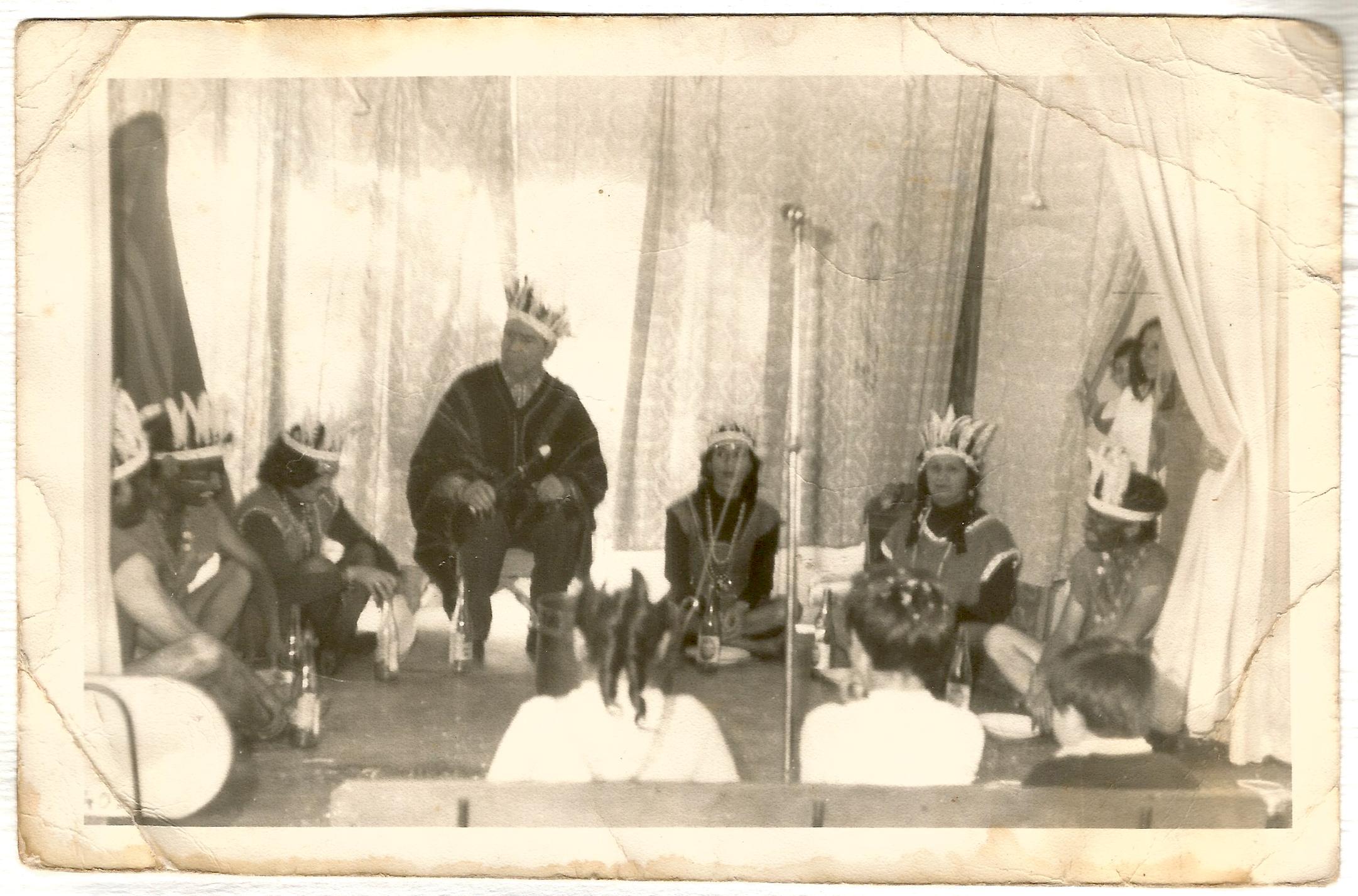 Enterreno - Fotos históricas de chile - fotos antiguas de Chile - Obra de teatro Hospital Sanatorio El Pino, 1966