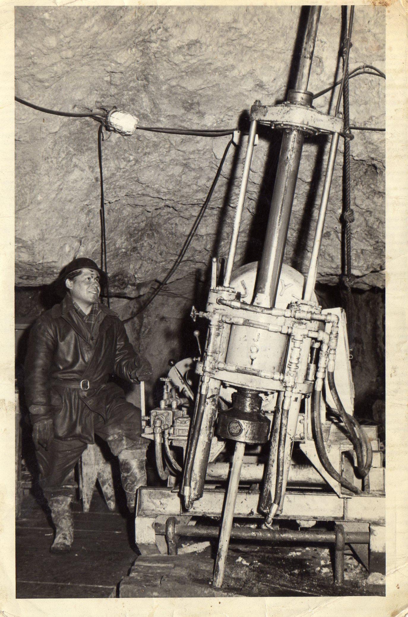 Enterreno - Fotos históricas de chile - fotos antiguas de Chile - Mina disputada las Condes, 1960