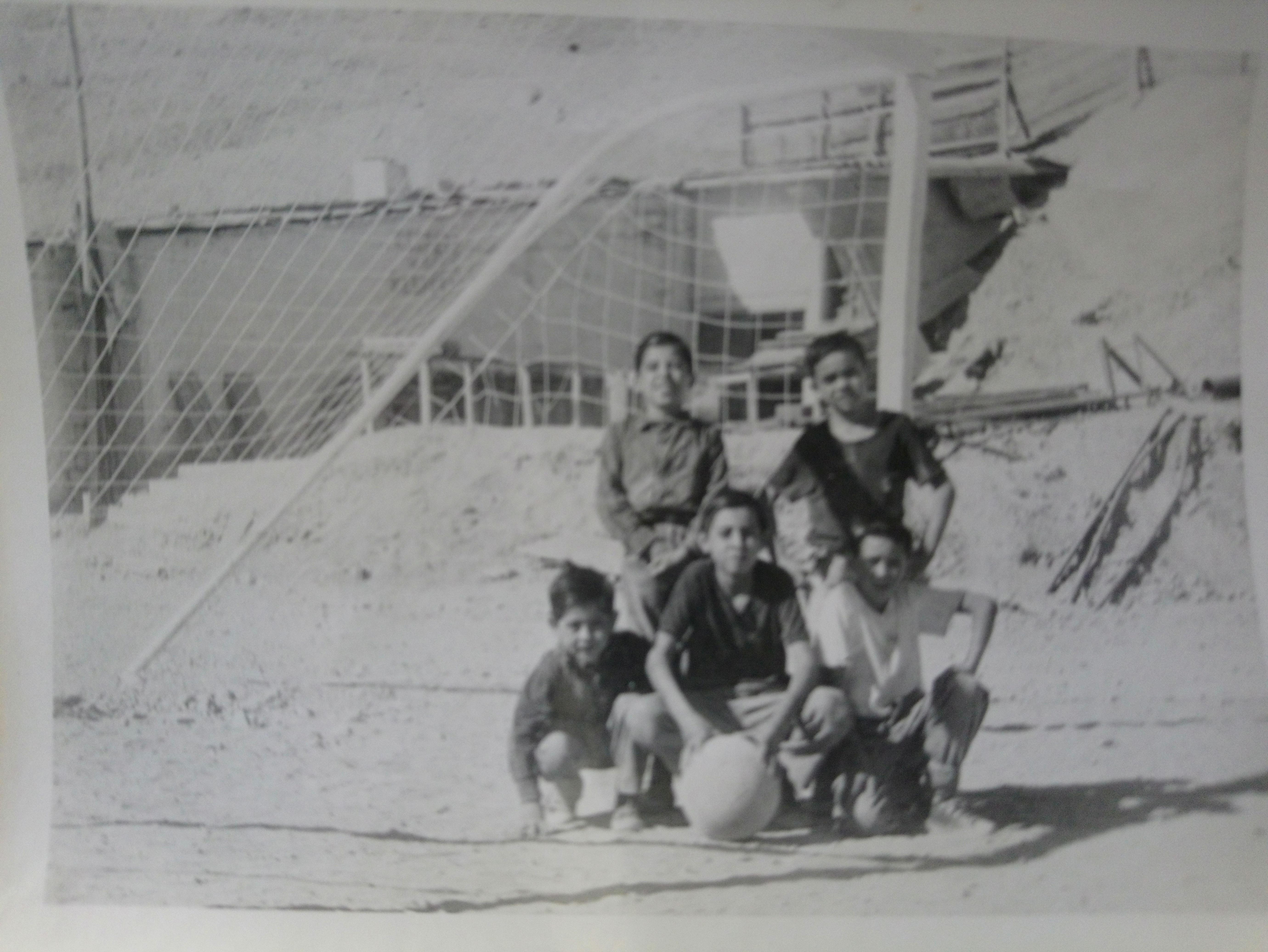 Enterreno - Fotos históricas de chile - fotos antiguas de Chile - Jugadores de Fútbol, Mina Disputada de Las Condes, 1968