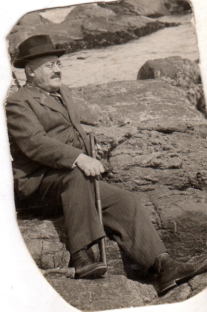 Enterreno - Fotos históricas de chile - fotos antiguas de Chile - Mi abuelo Tomas Pelaez en Papudo, 1936