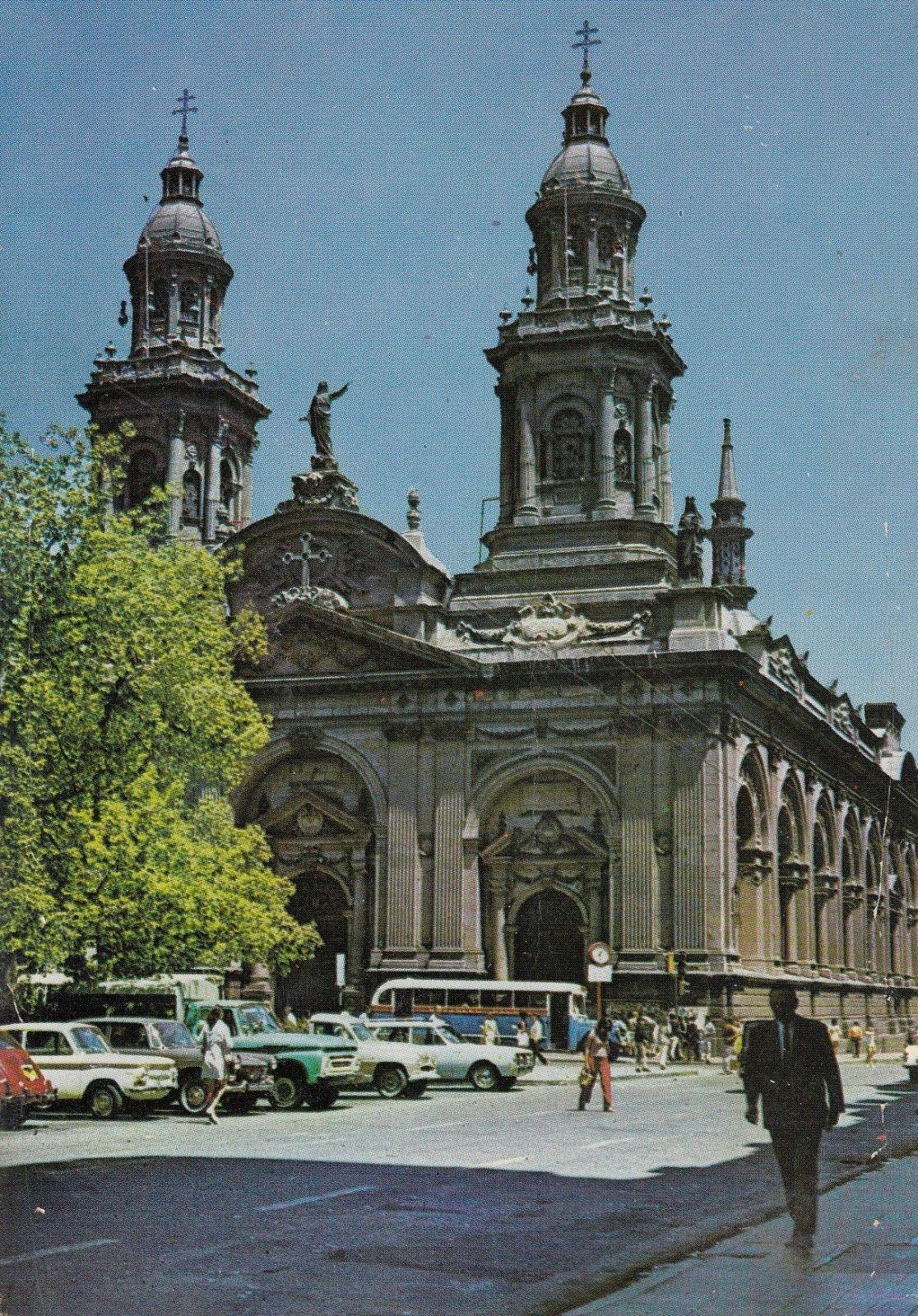 Enterreno - Fotos históricas de chile - fotos antiguas de Chile - Catedral de Santiago, 1972
