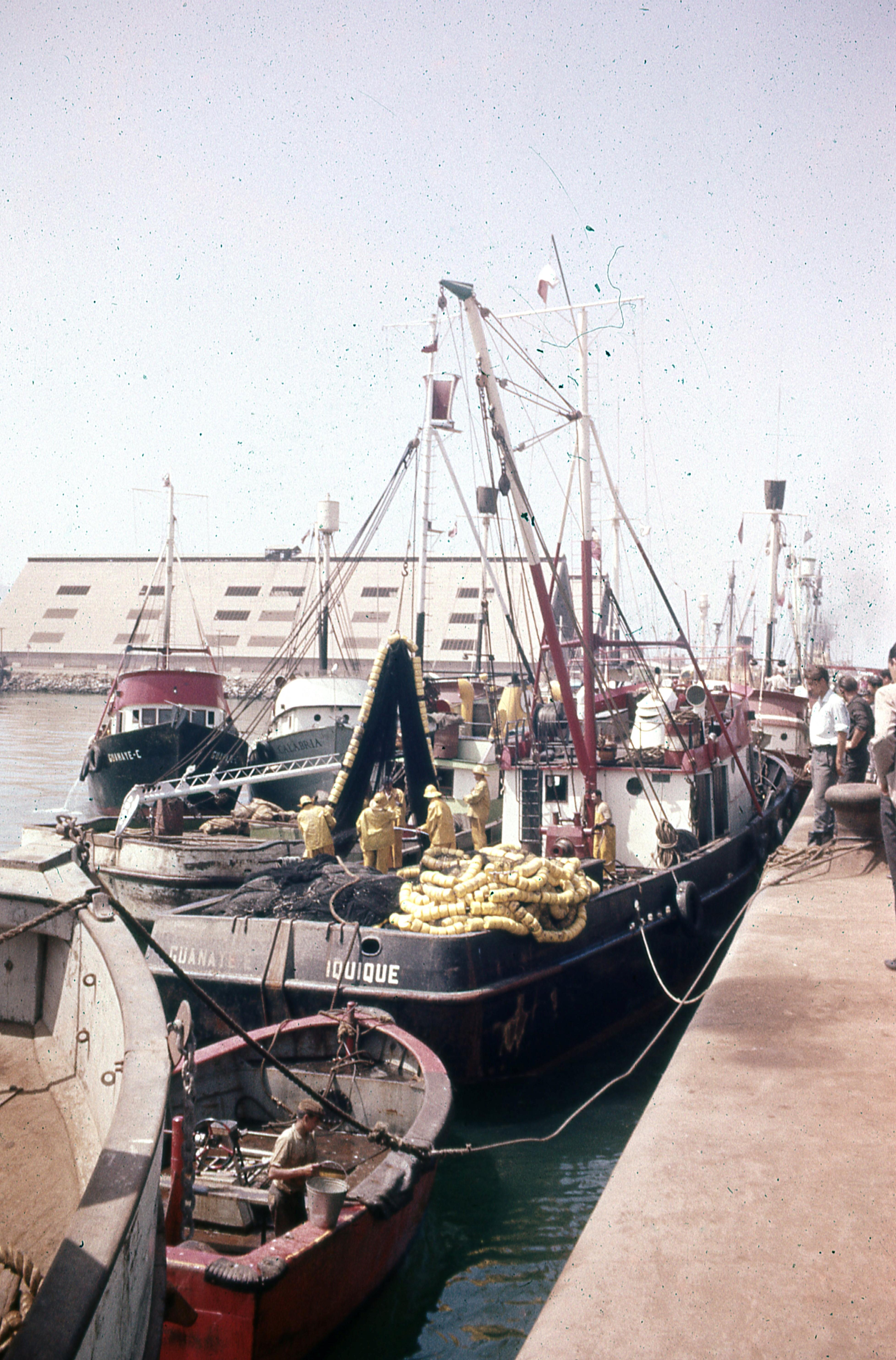 Enterreno - Fotos históricas de chile - fotos antiguas de Chile - Goletas de Iquique, 1977