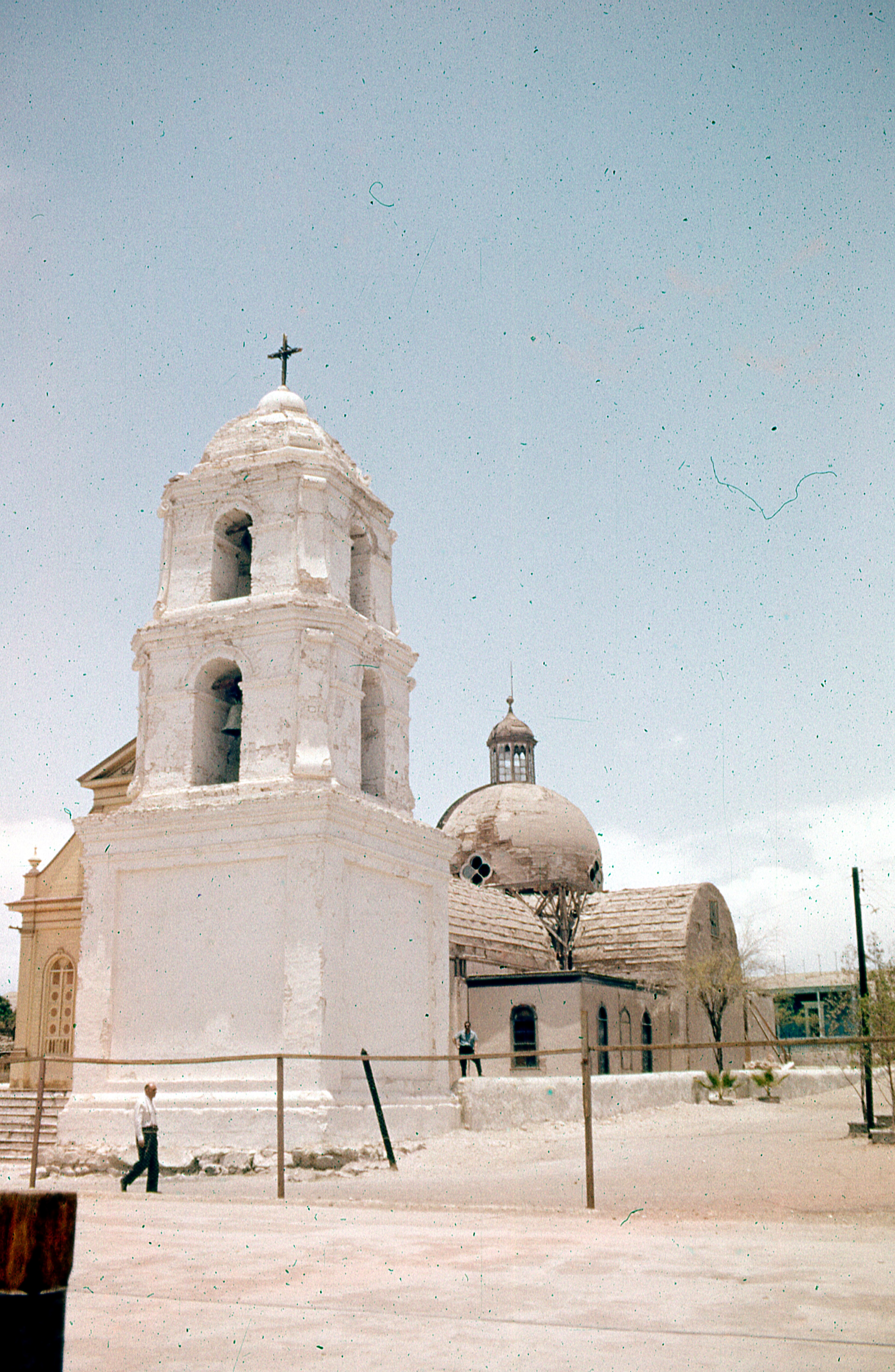 Enterreno - Fotos históricas de chile - fotos antiguas de Chile - Iglesia de Matilla, 1977